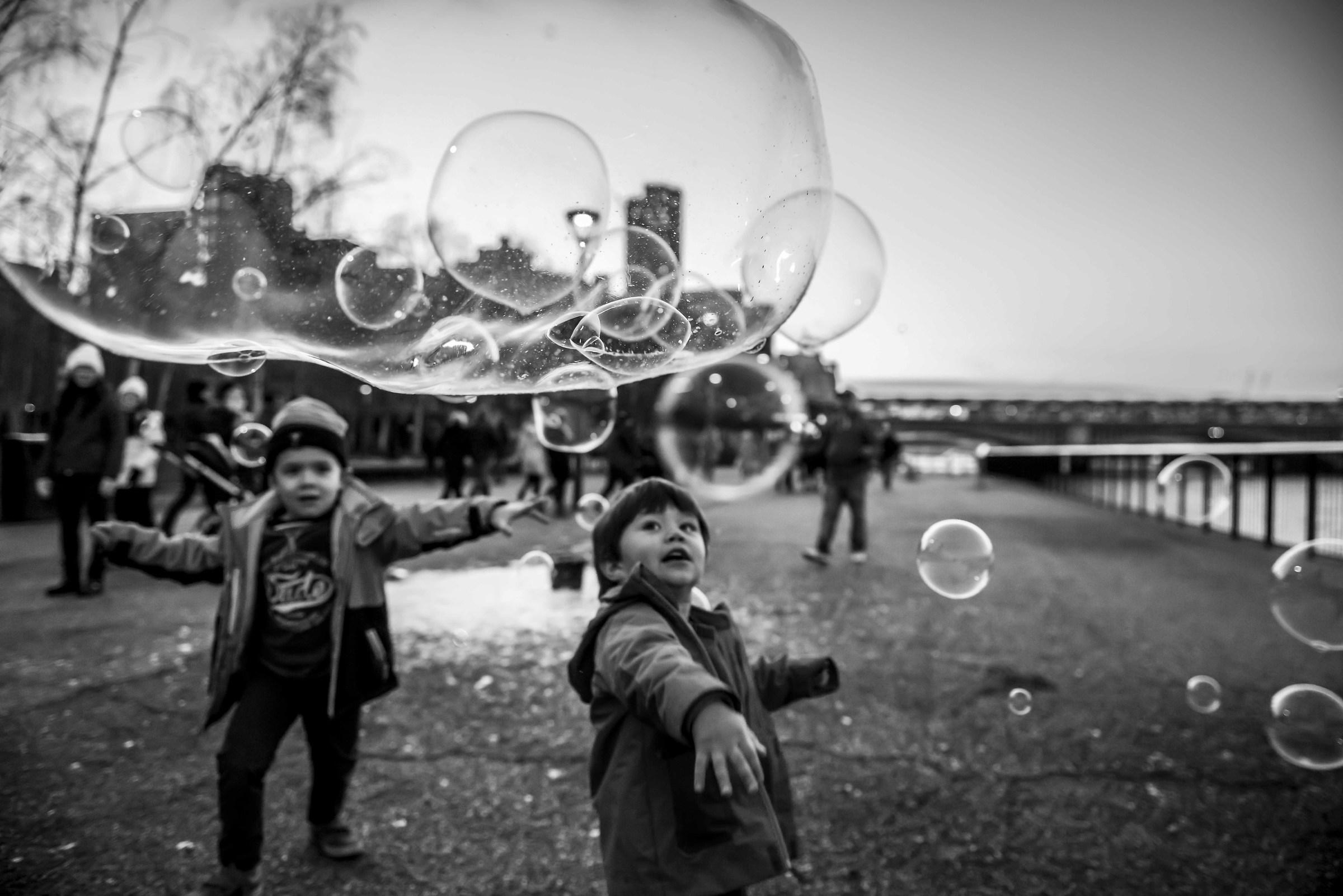 il mondo dei bambini è fragile come una bolla di sapone...