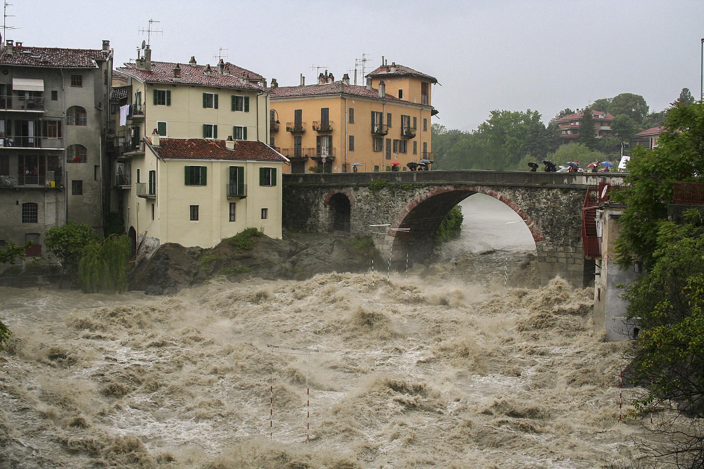 The Ivrea Ponte Vecchio with Dora in full (2008)...