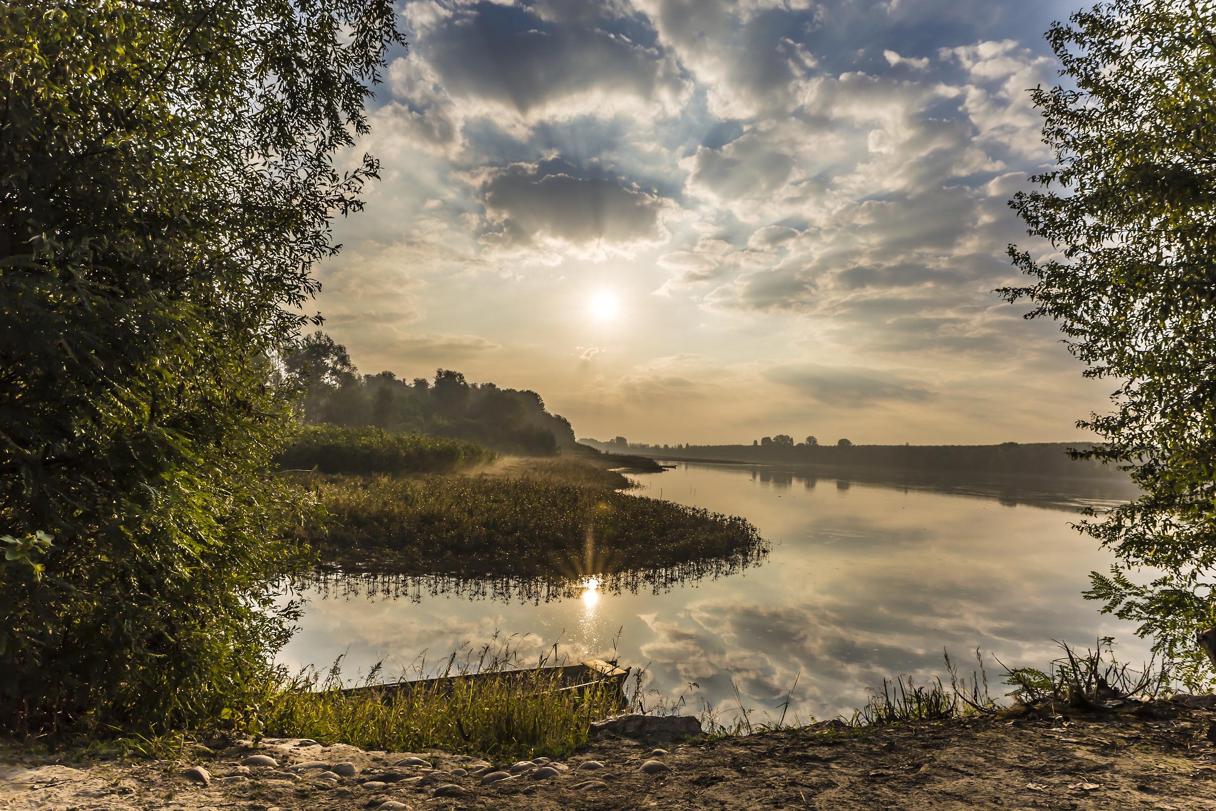 Sole nuvolo nebbia fiume fauna artistica.......