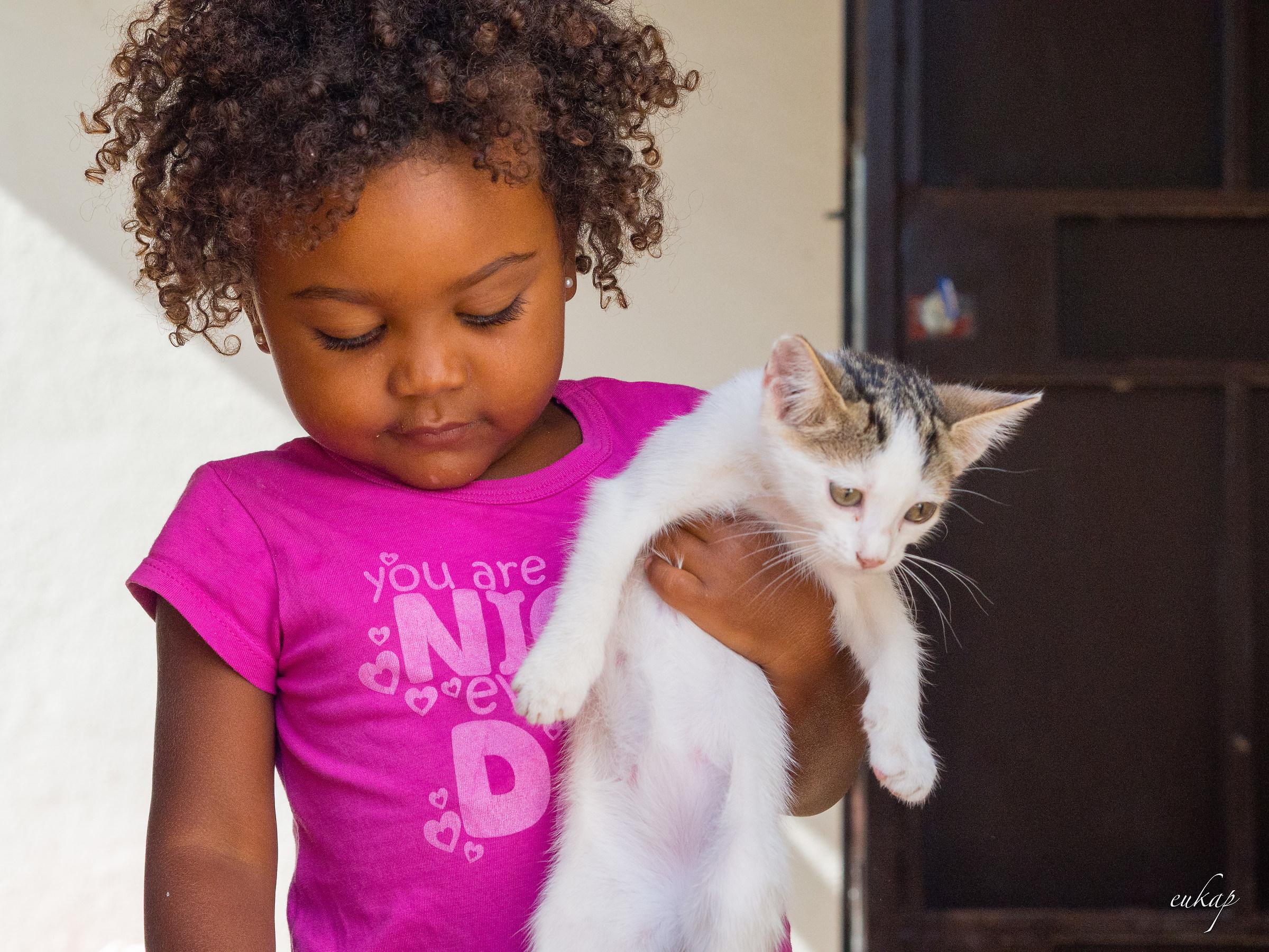 Il gatto e la bambina...