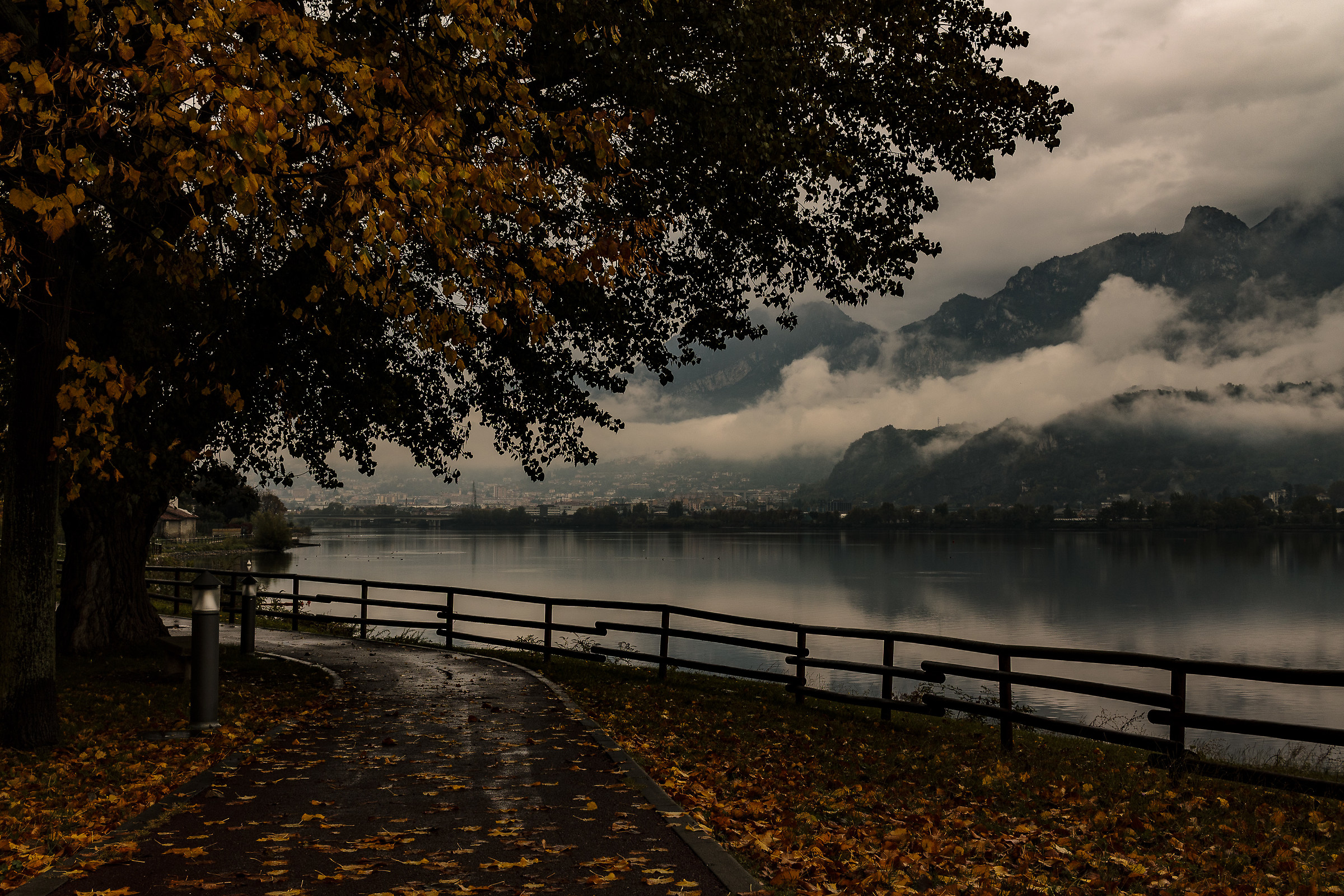 Autumn of that branch of Lake Como ......