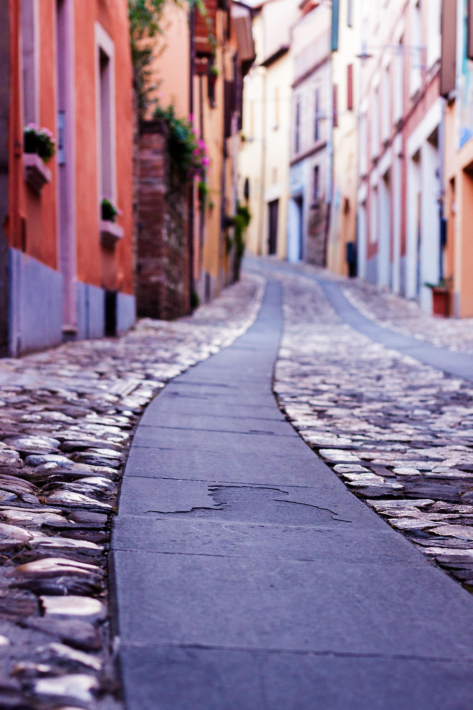 Dozza comfortable ... Distance between stones...