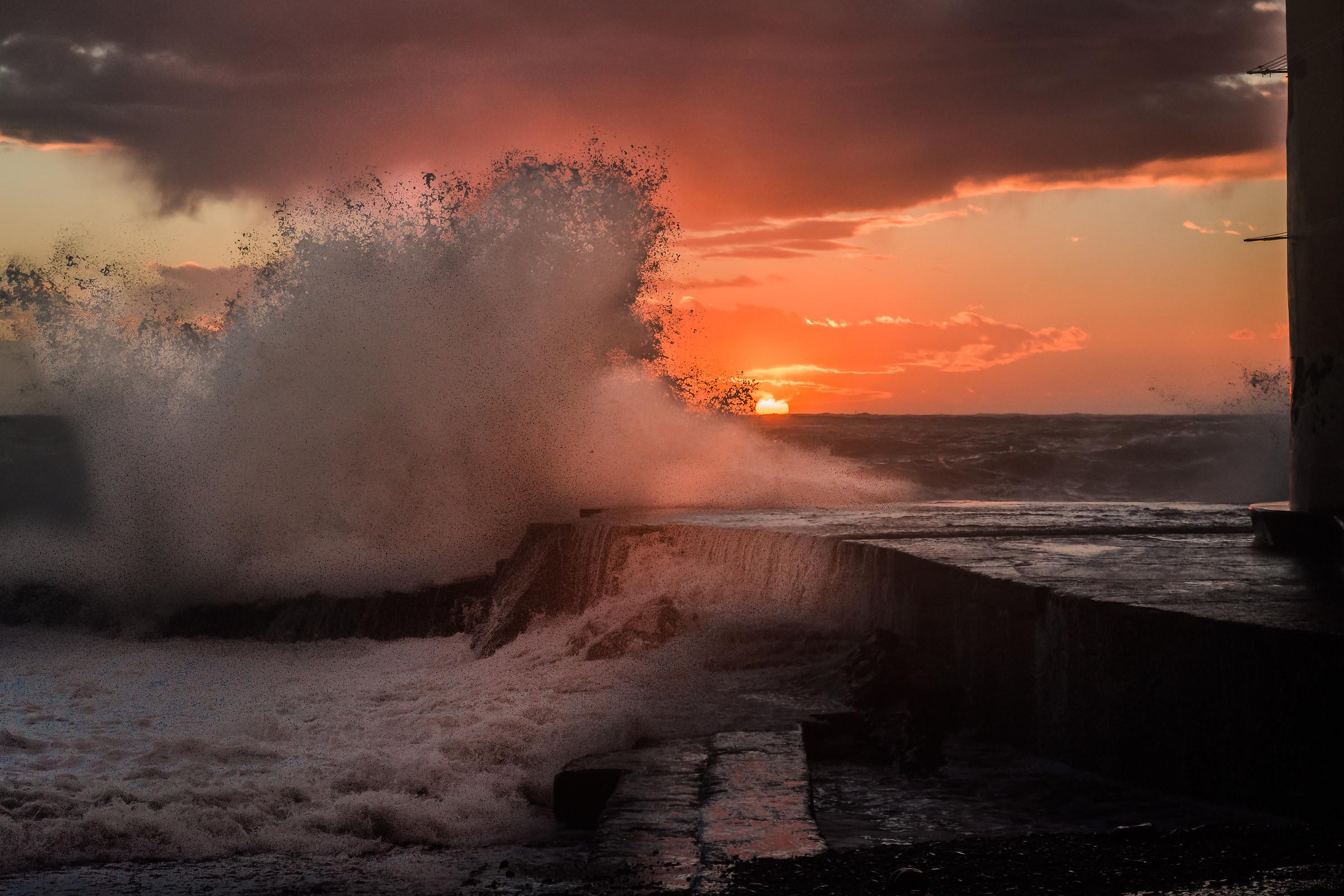 sea ??storm...