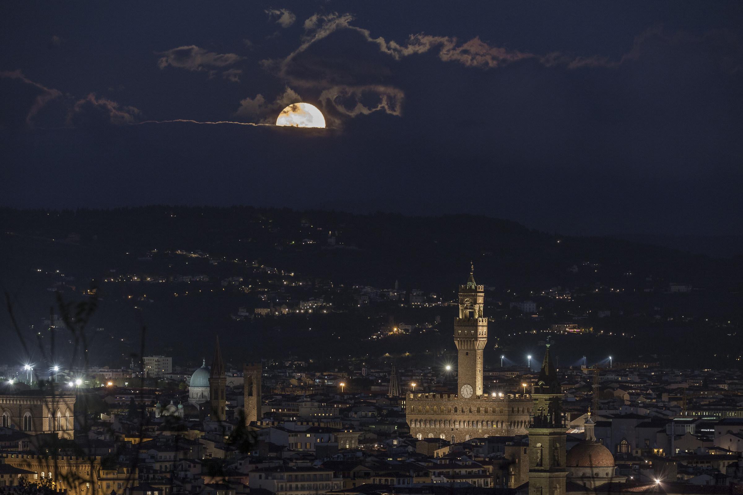 La luna e Firenze...
