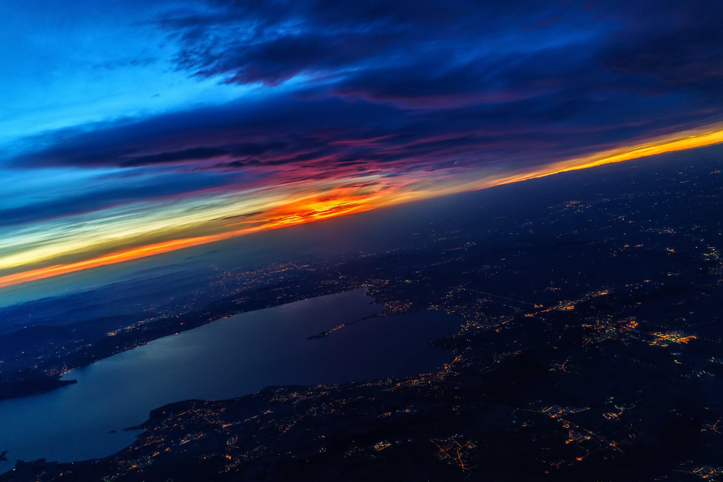 Flying over Lake Garda...