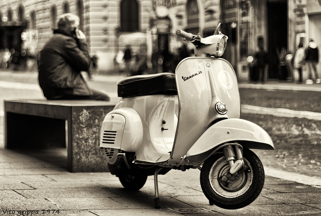 Police ready I have to report the theft of my Vespa...