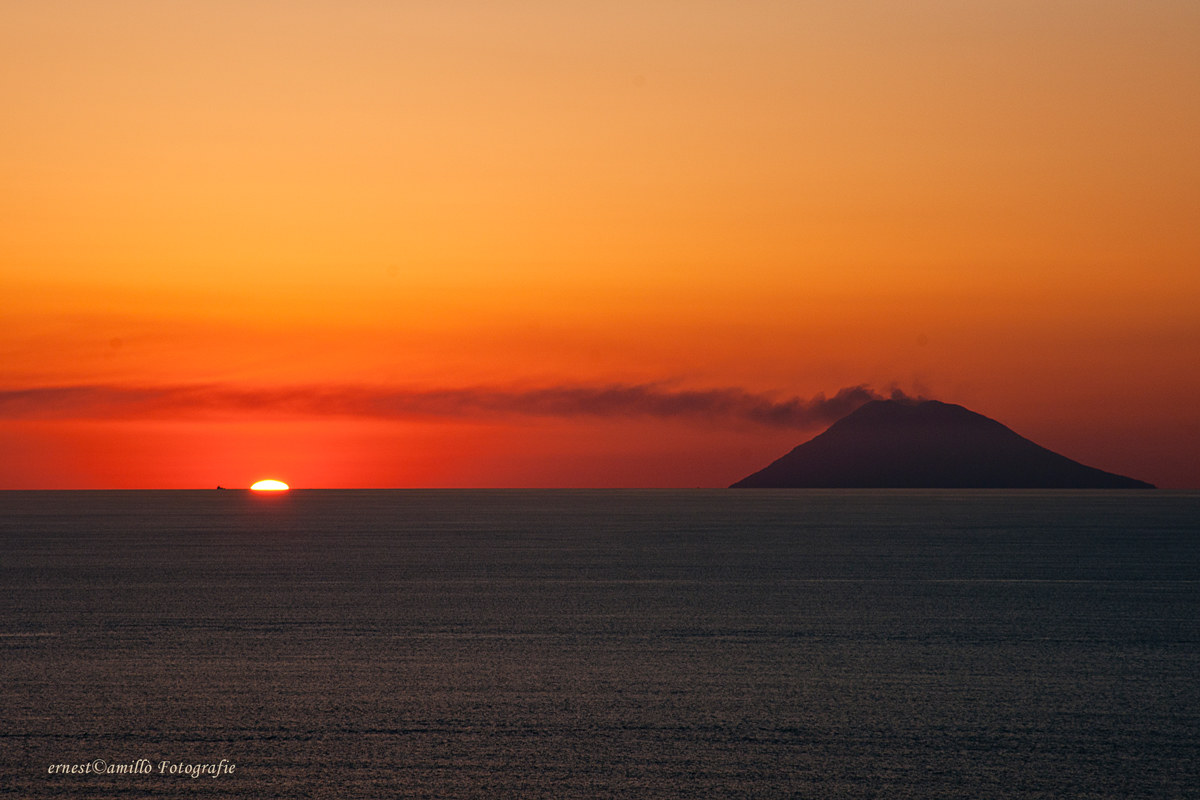 Sunset from the lighthouse (Capovaticano)...