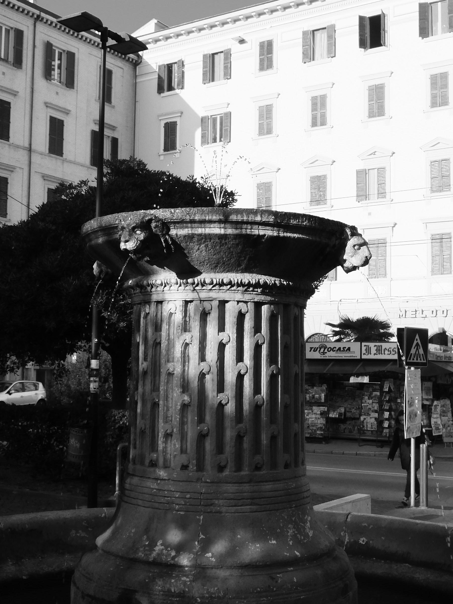 Fontana di P.zza Stamira_02 - Ancona...