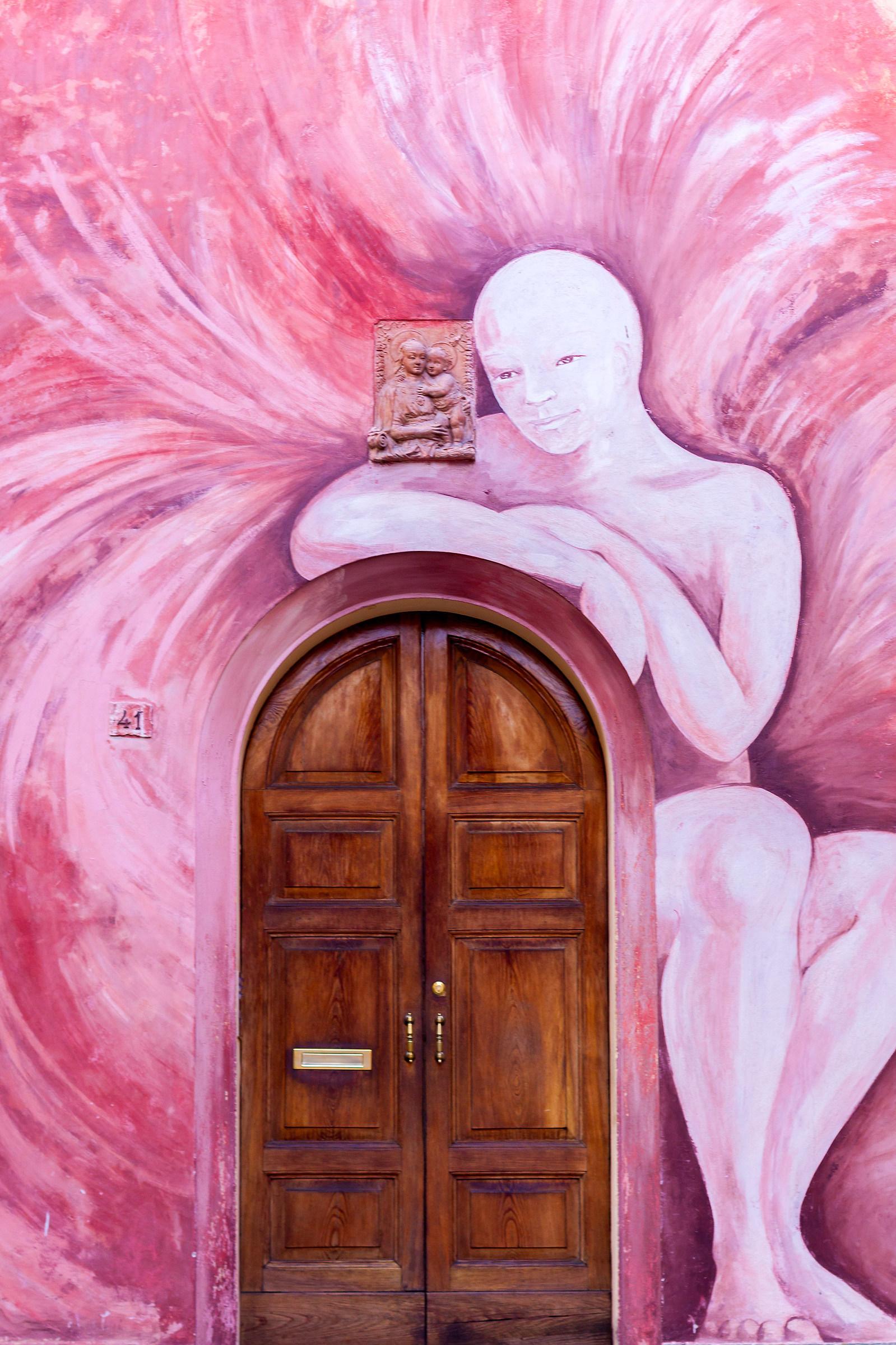 Fresco (In silence I observe)...
