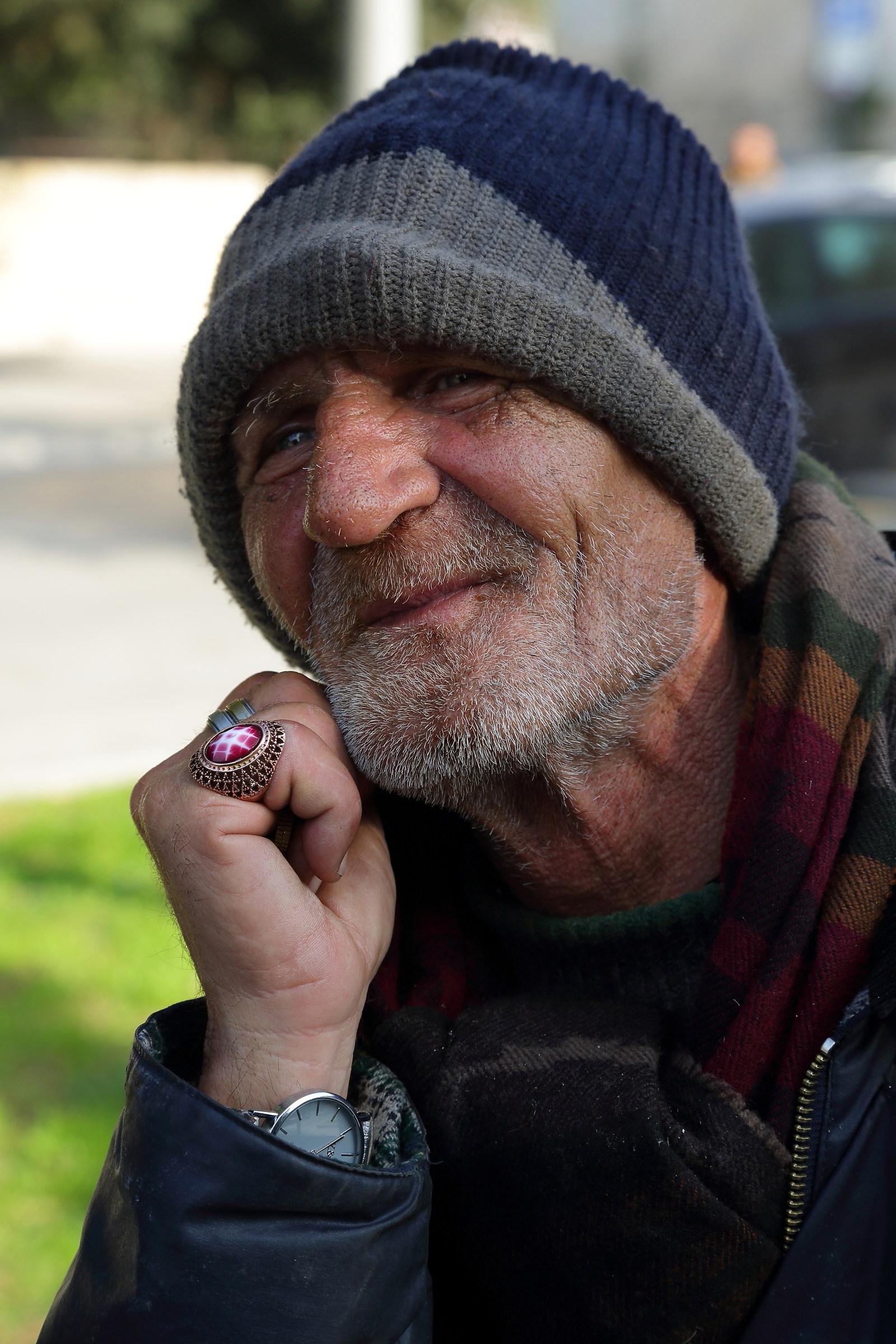 salesman rings...