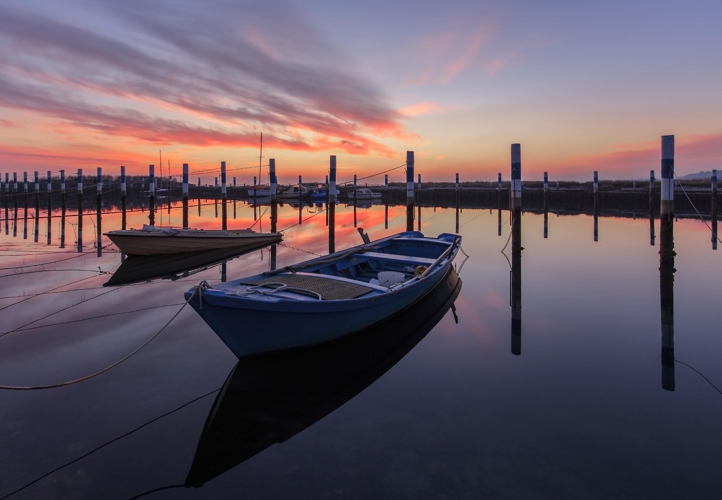 la stessa barca blu dopo qualche anno..a Grado Pineta...