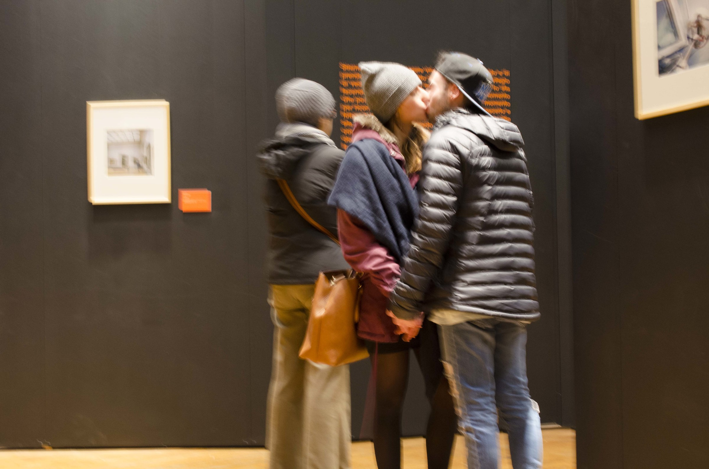 A kiss given to art...