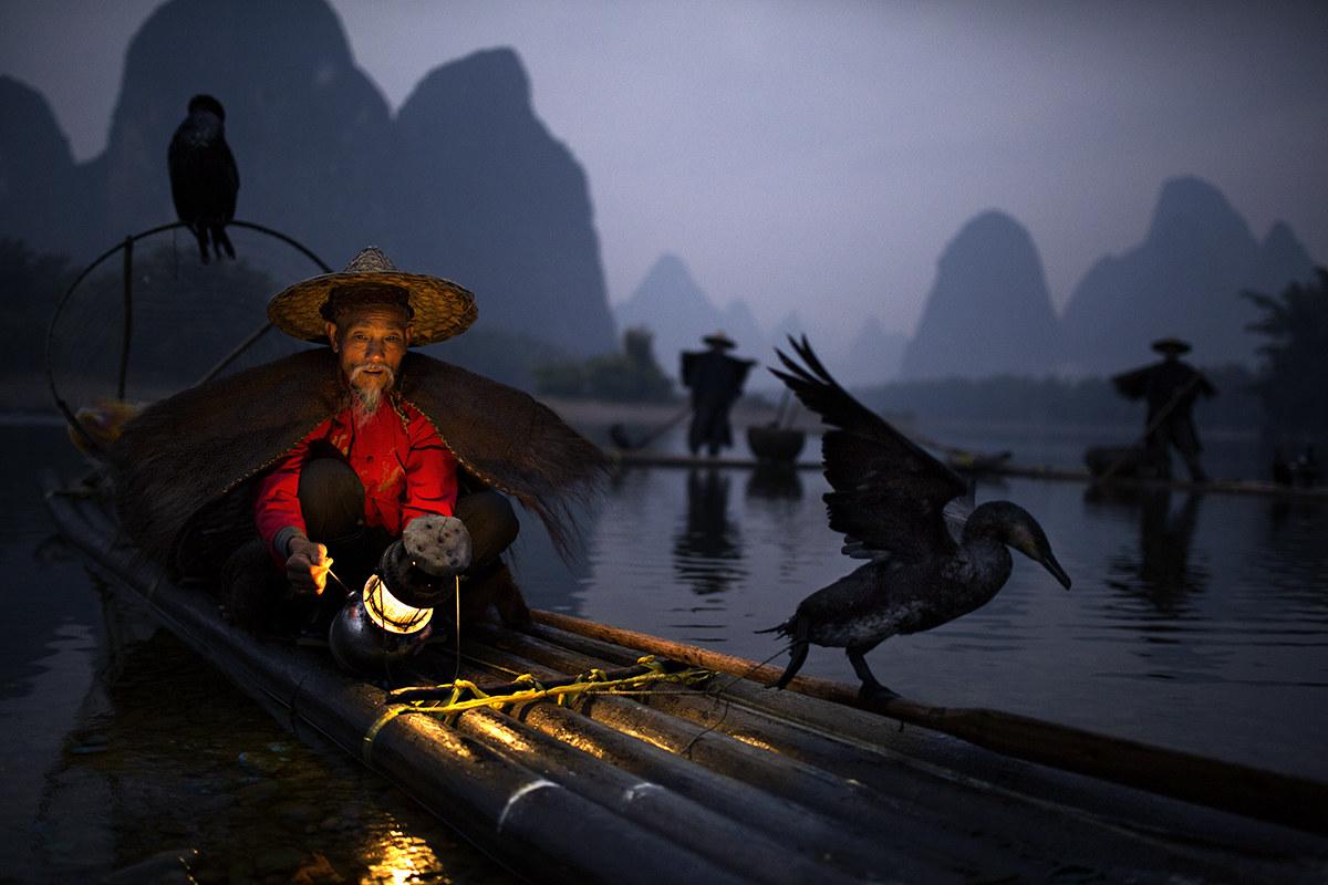 pescatore con cormorano, Cina...
