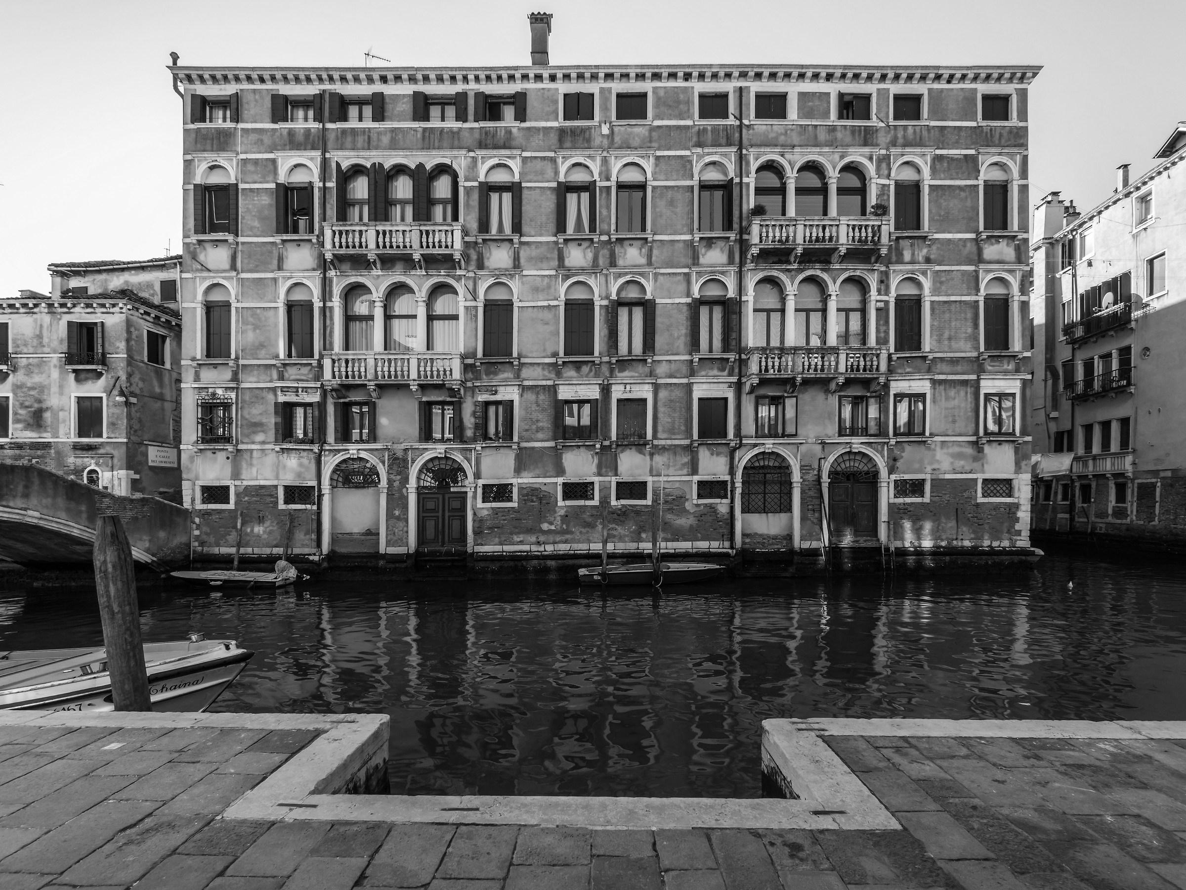 Palazzo settecentesco sul Rio della Misericordia - 4...