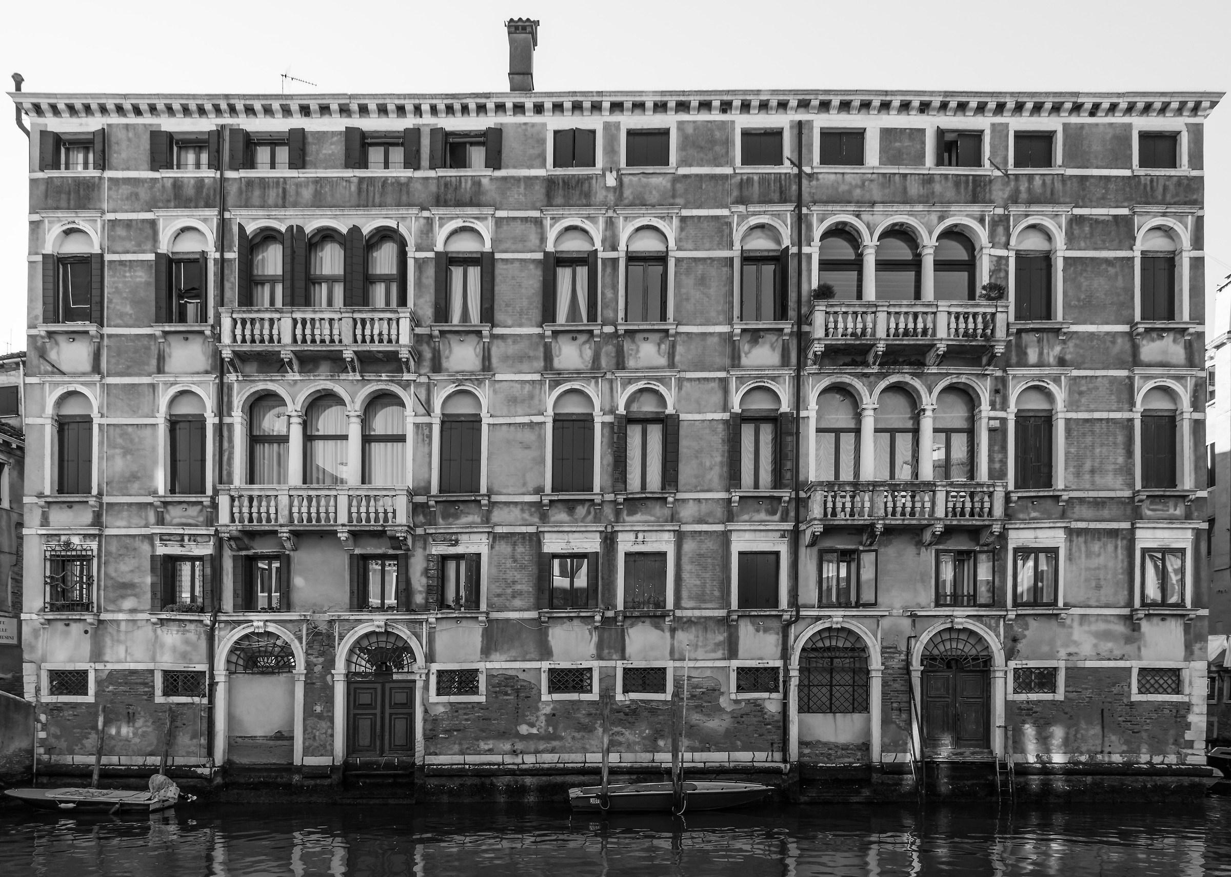Palazzo settecentesco sul Rio della Misericordia - 7...