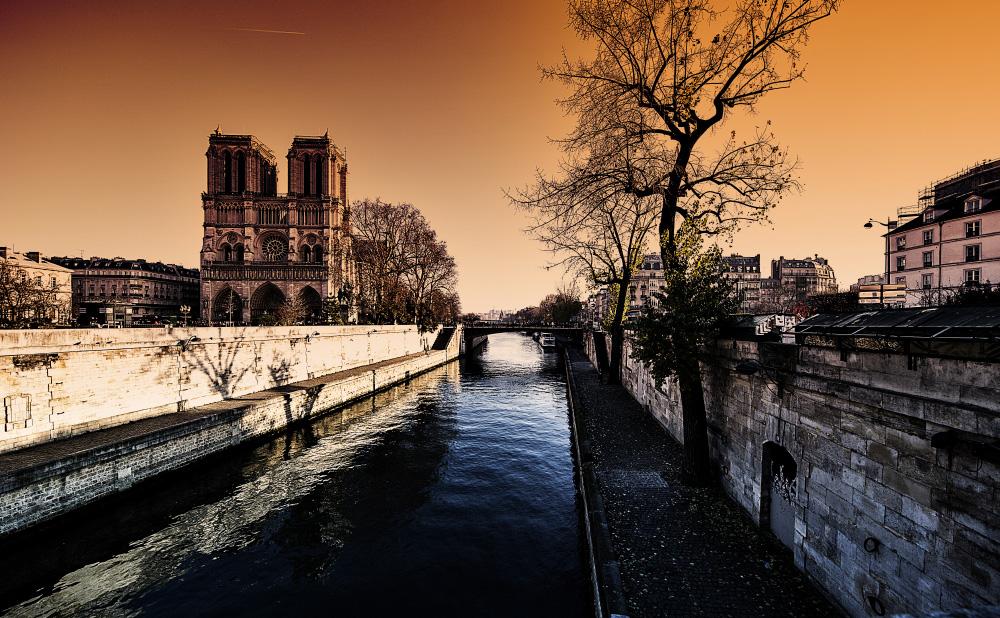 Sunset at Notre Dame de Paris...