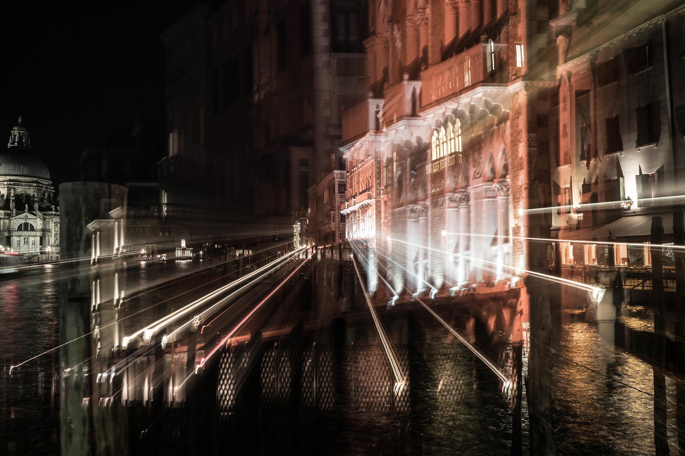 Venetian decomposition...