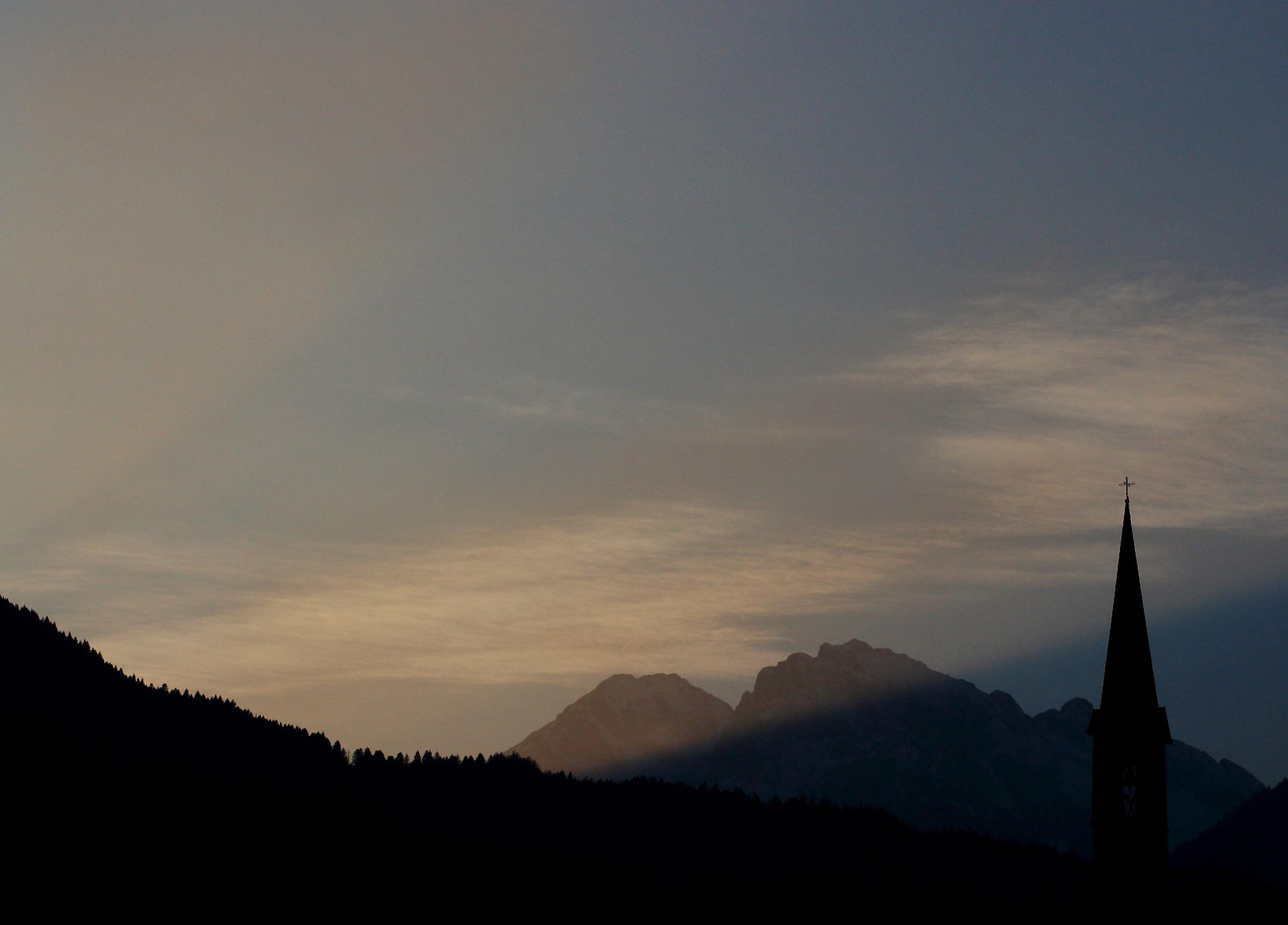 Il sole tramontato dietro i Monti...