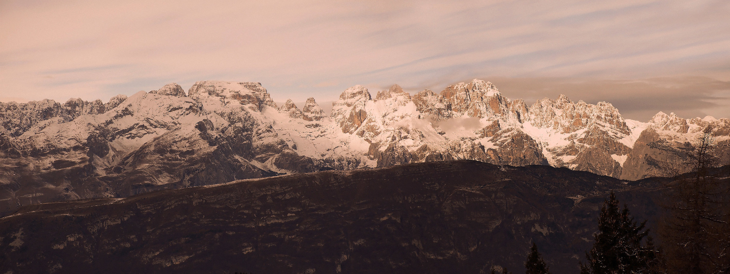 Dolomiti di Brenta. Overview on the eastern side...