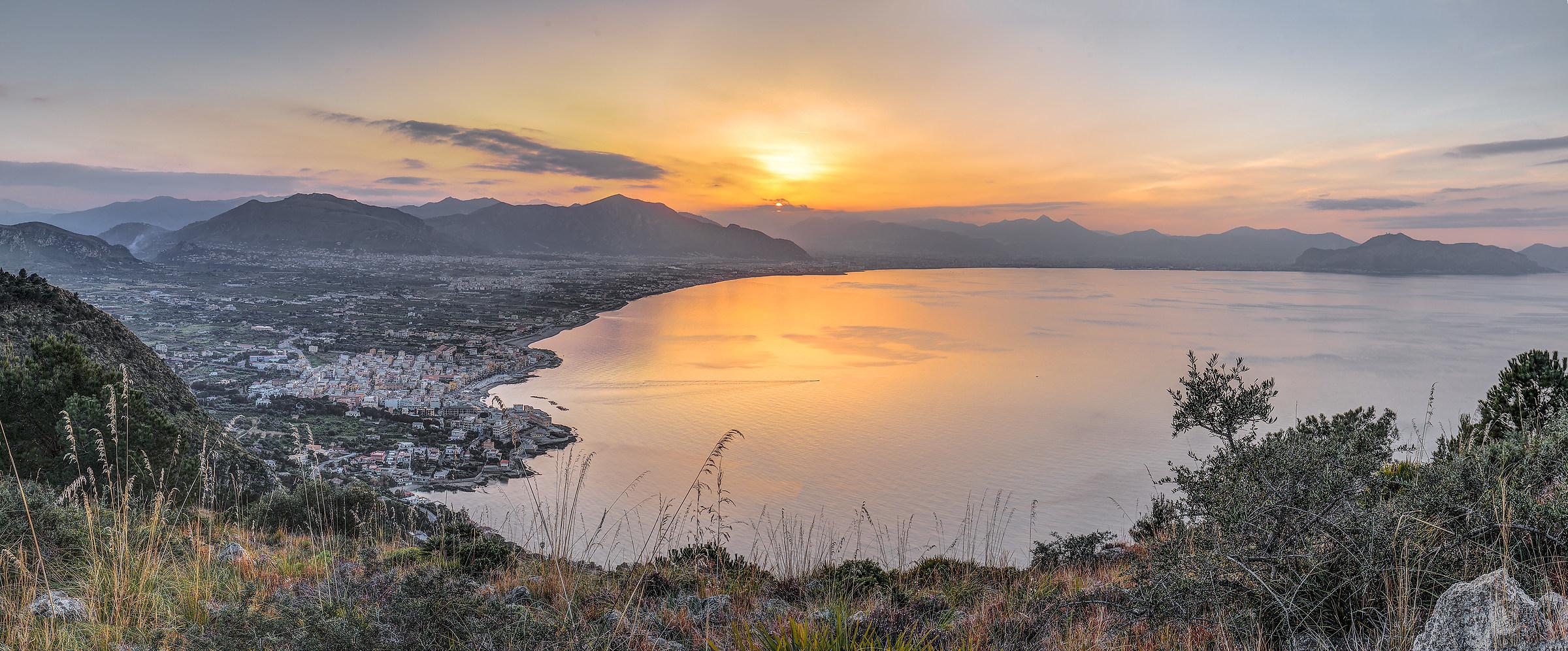 Palermo e Aspra al tramonto....