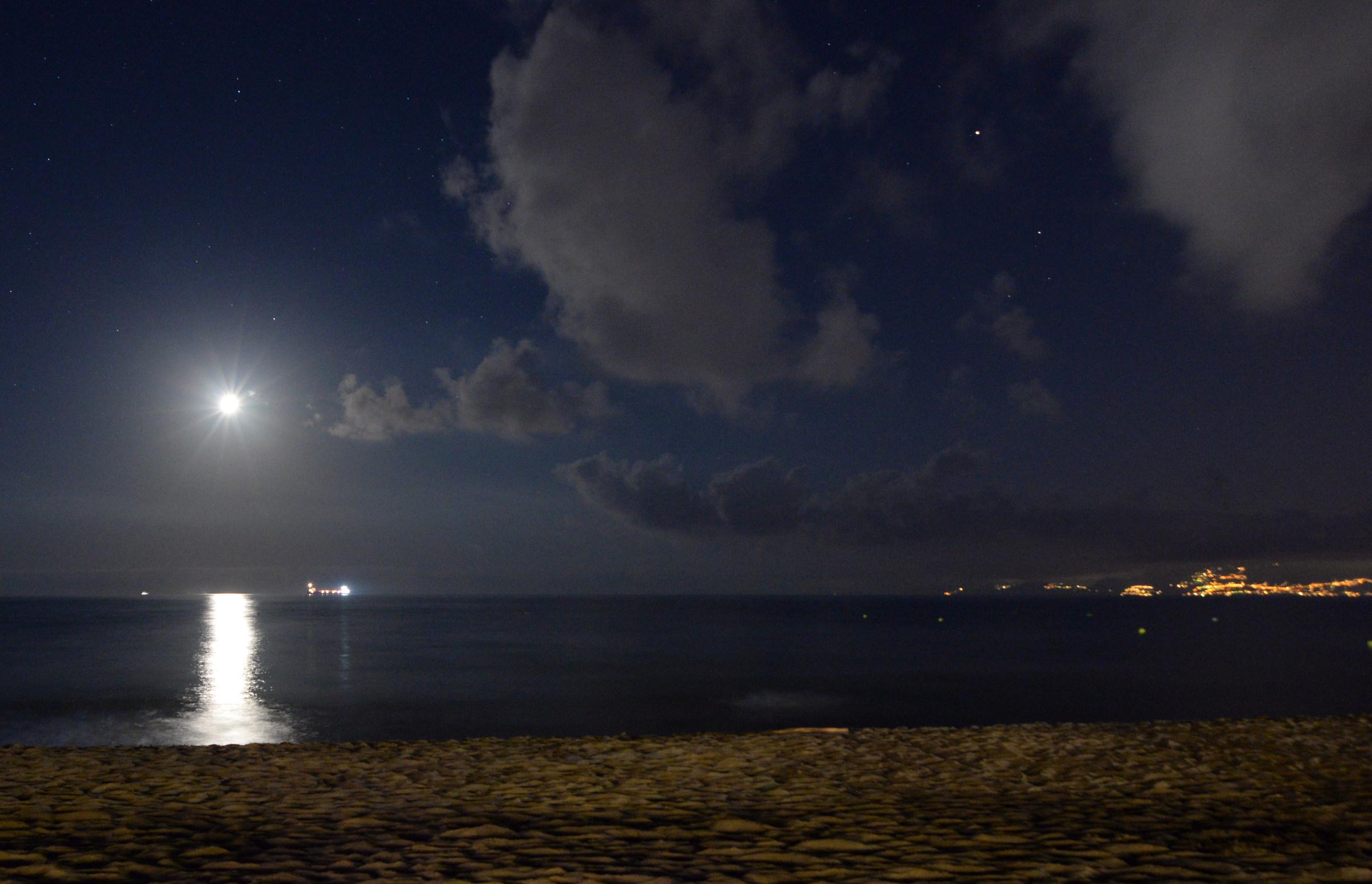 e la luna...