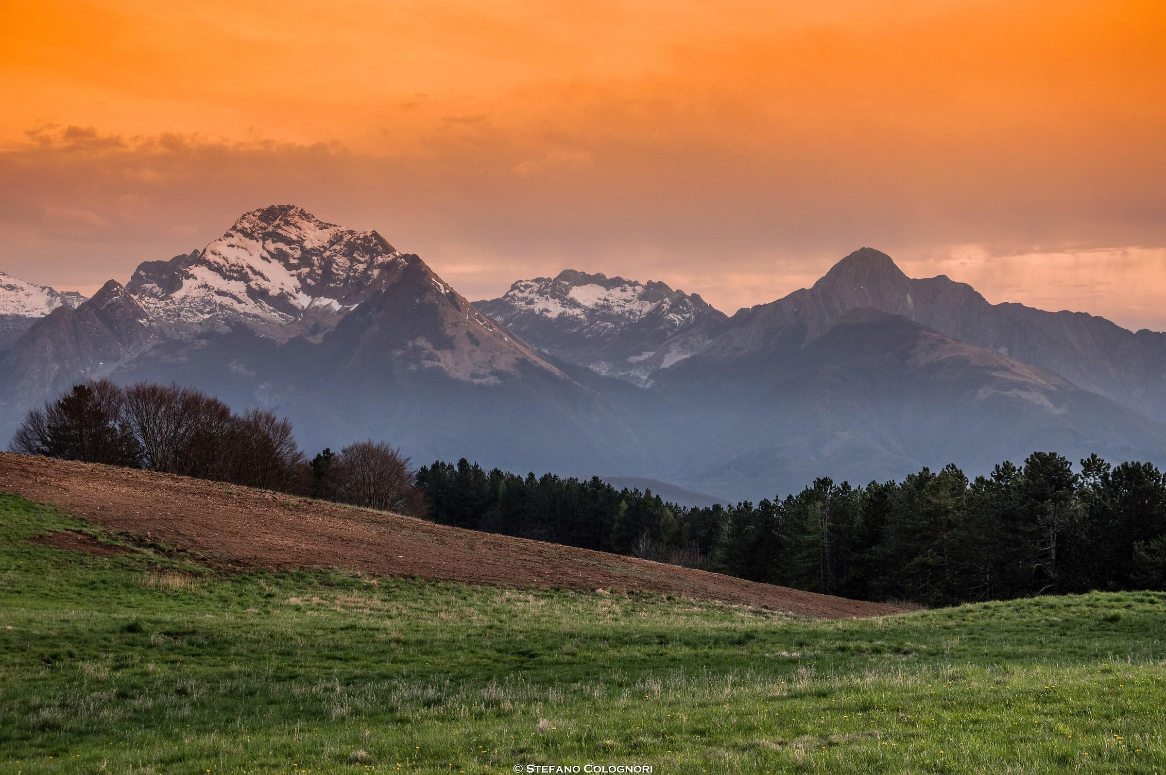 Tramonto sulle Apuane dal Monte Argegna...