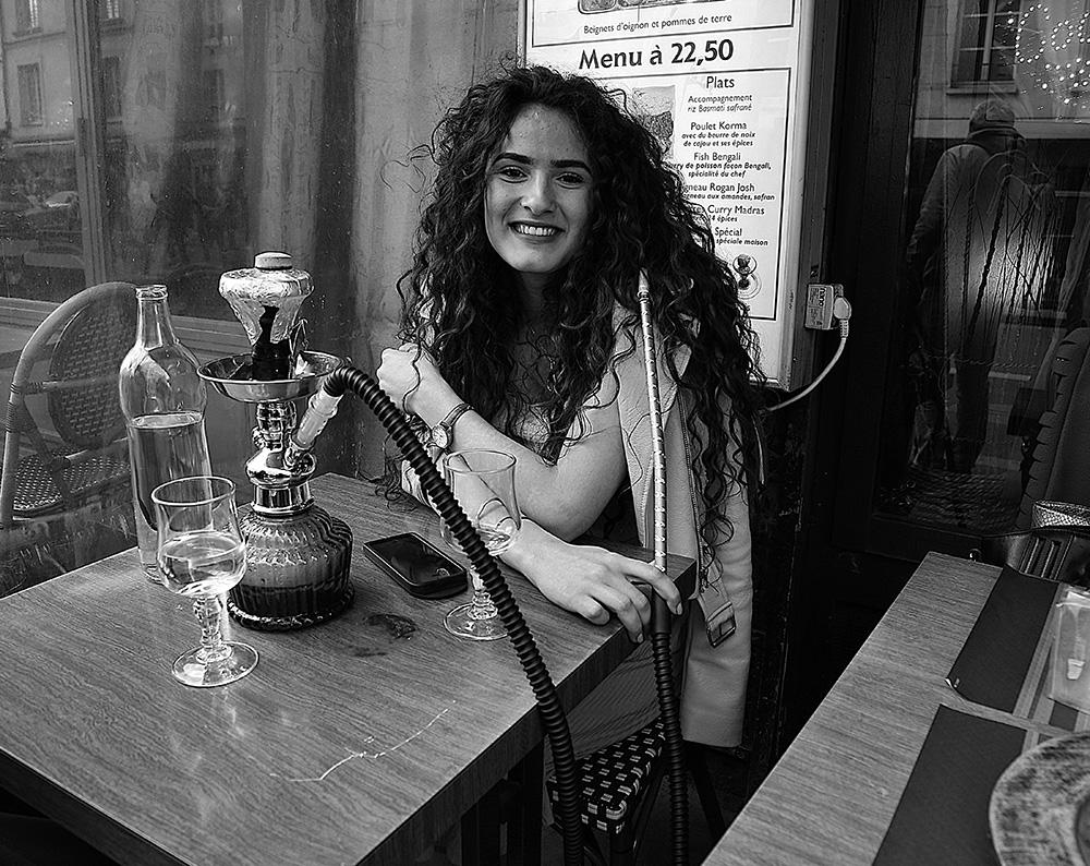 Parisian smokes hookah and loves Italie...