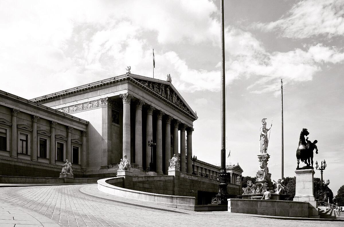 Vienna palazzo del parlamento juzaphoto for Le due camere del parlamento