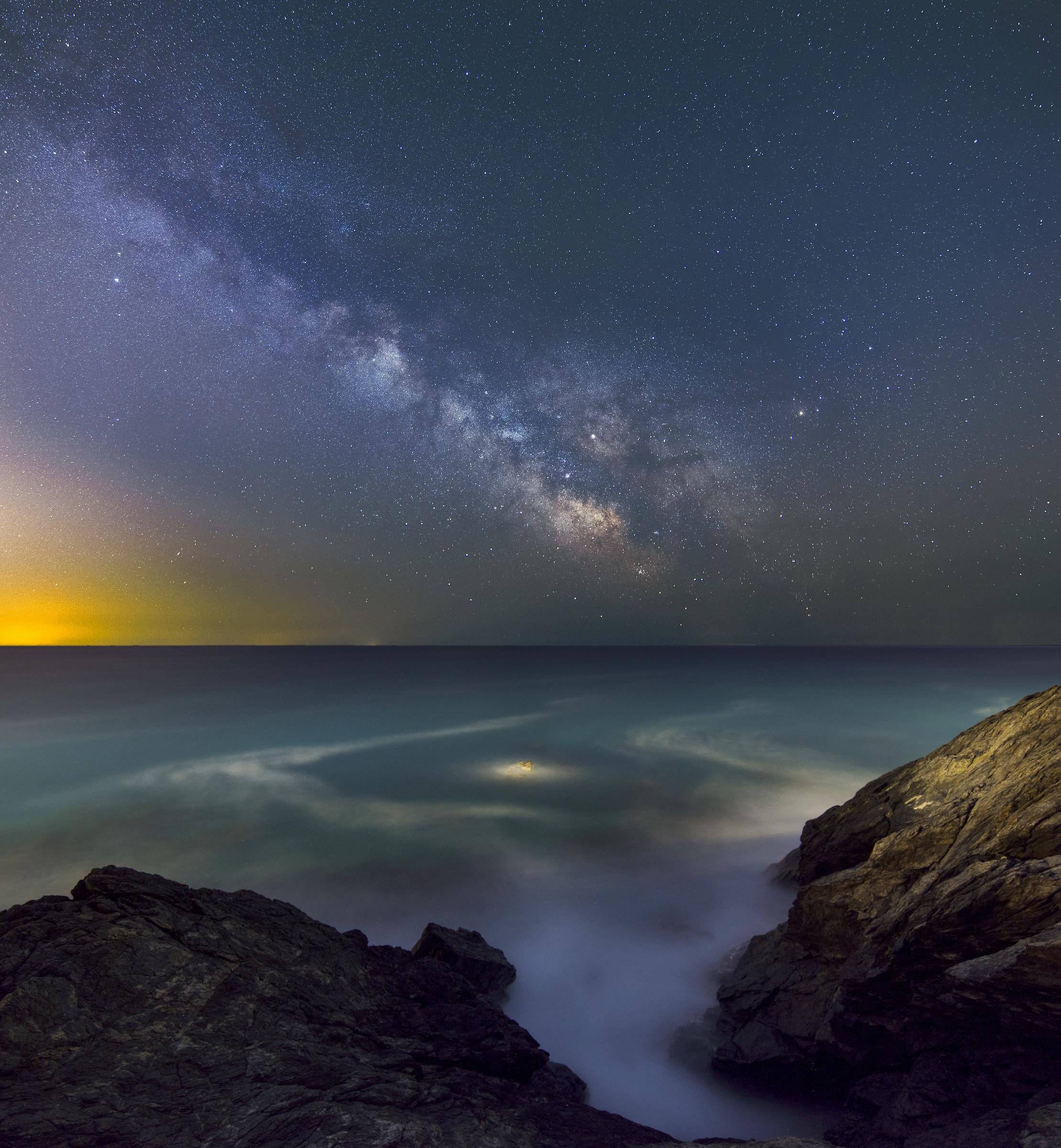 Clear sky, sea shaken....