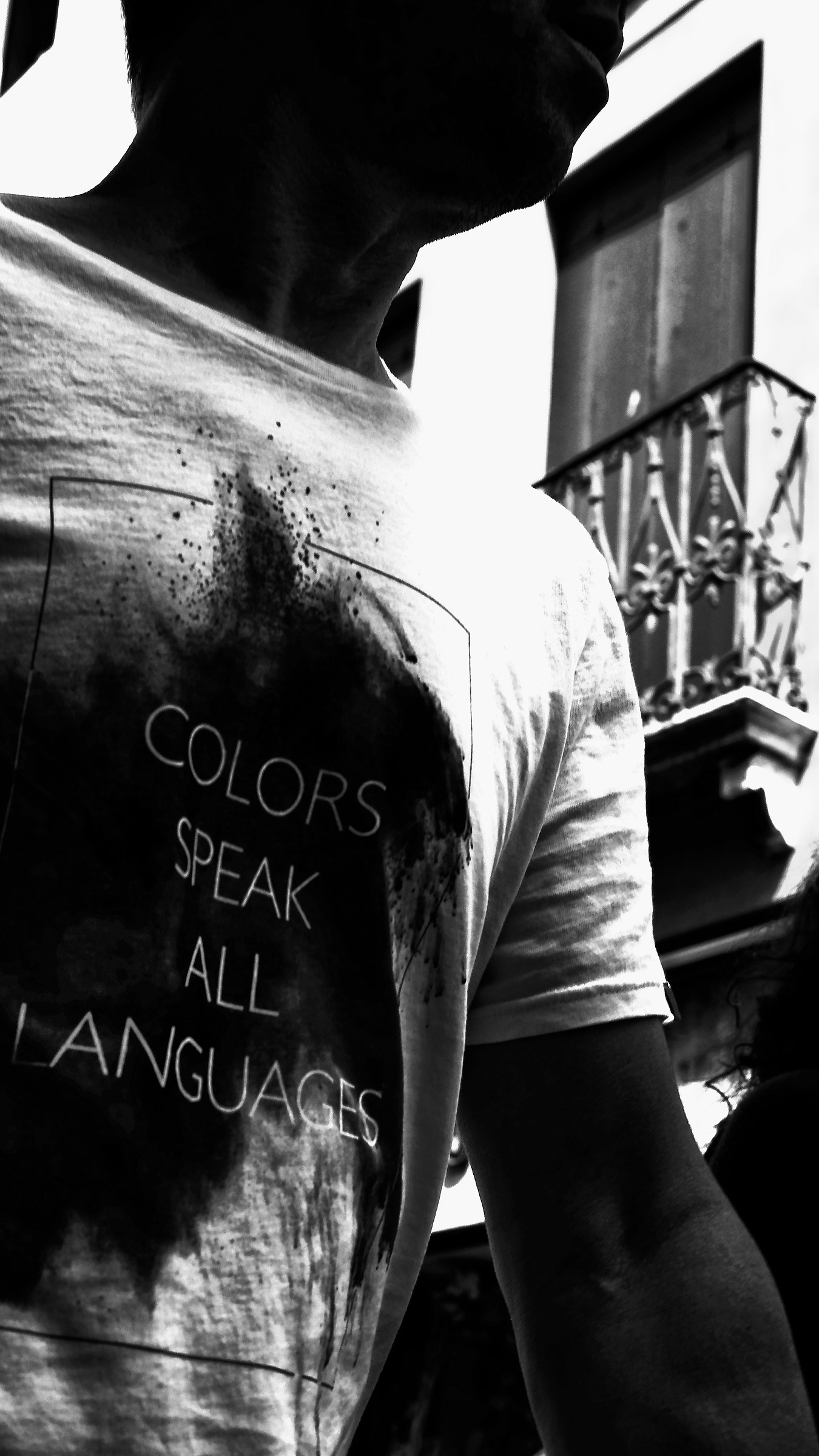 Colors speak all langages. . . Also the b / n...