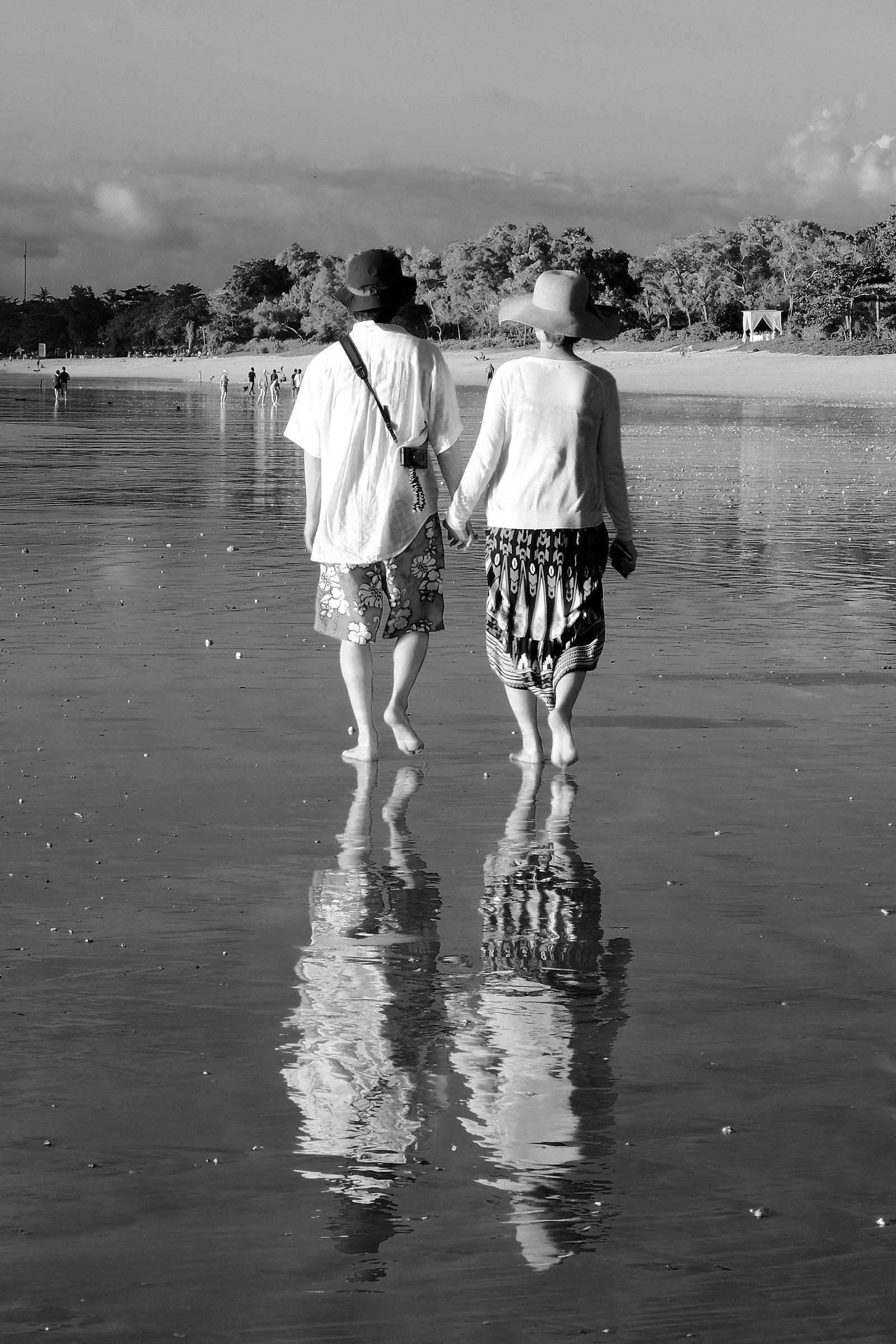 Jimbaran beach couple reflections...