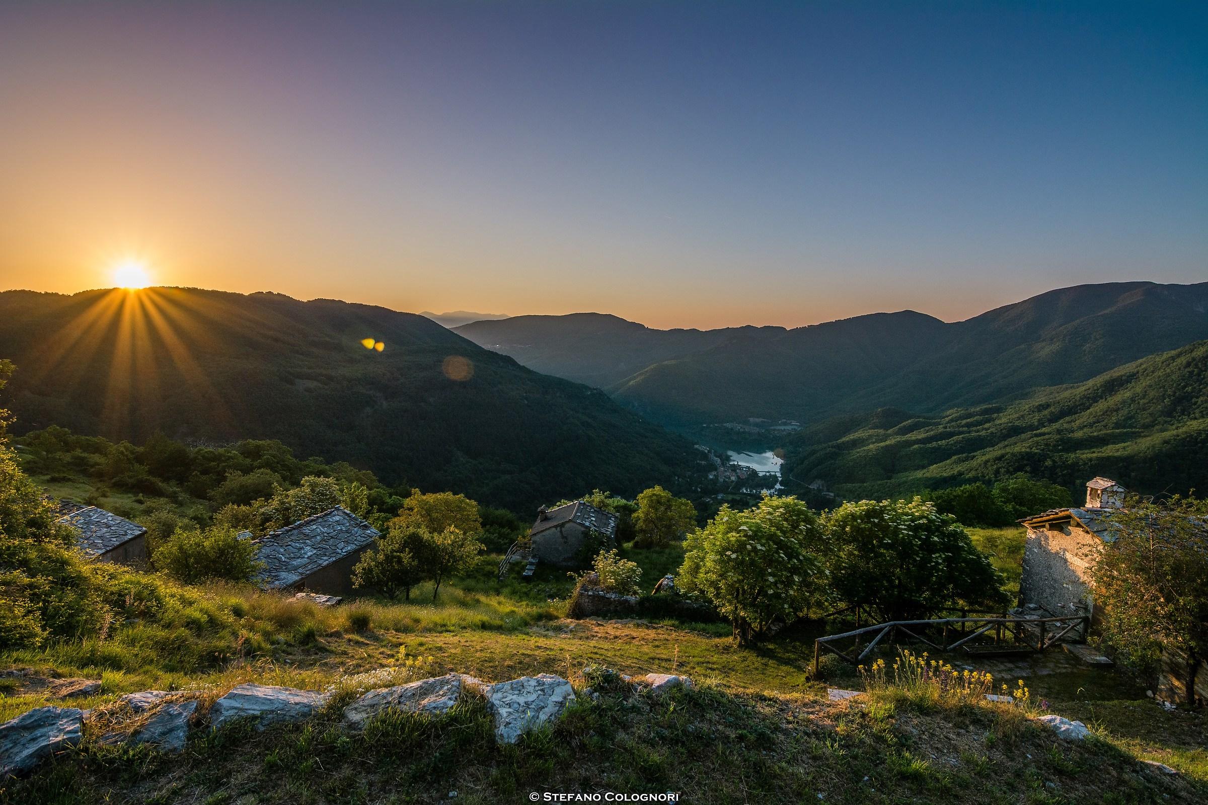 Il sorgere dell'alba sulla Valle dell'Edron...