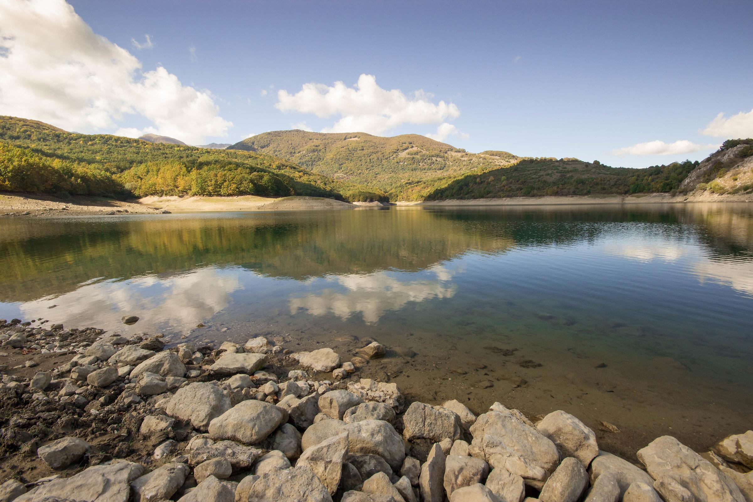 Lake of the split mountain...
