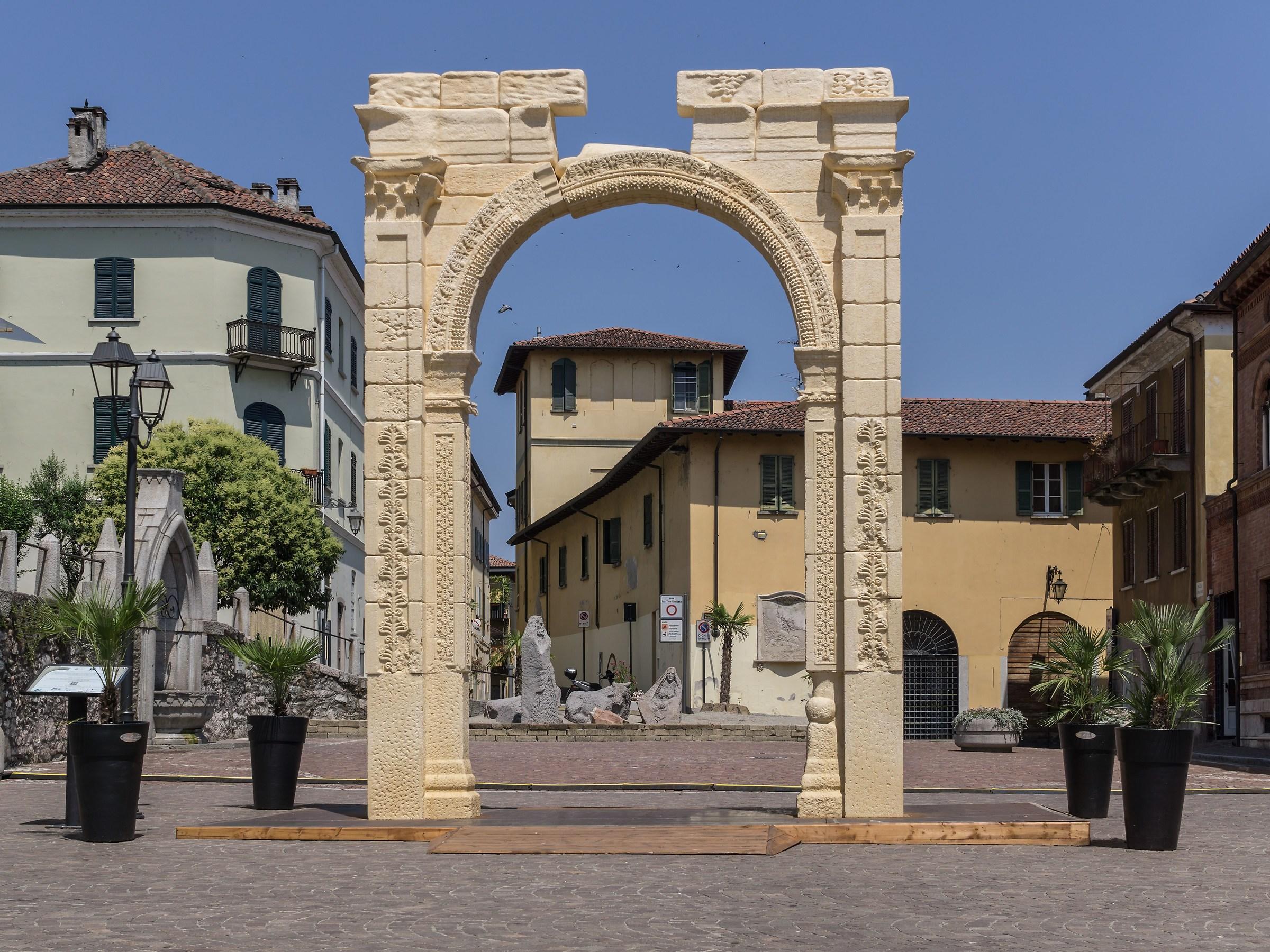 Arco di Palmira ad Arona...