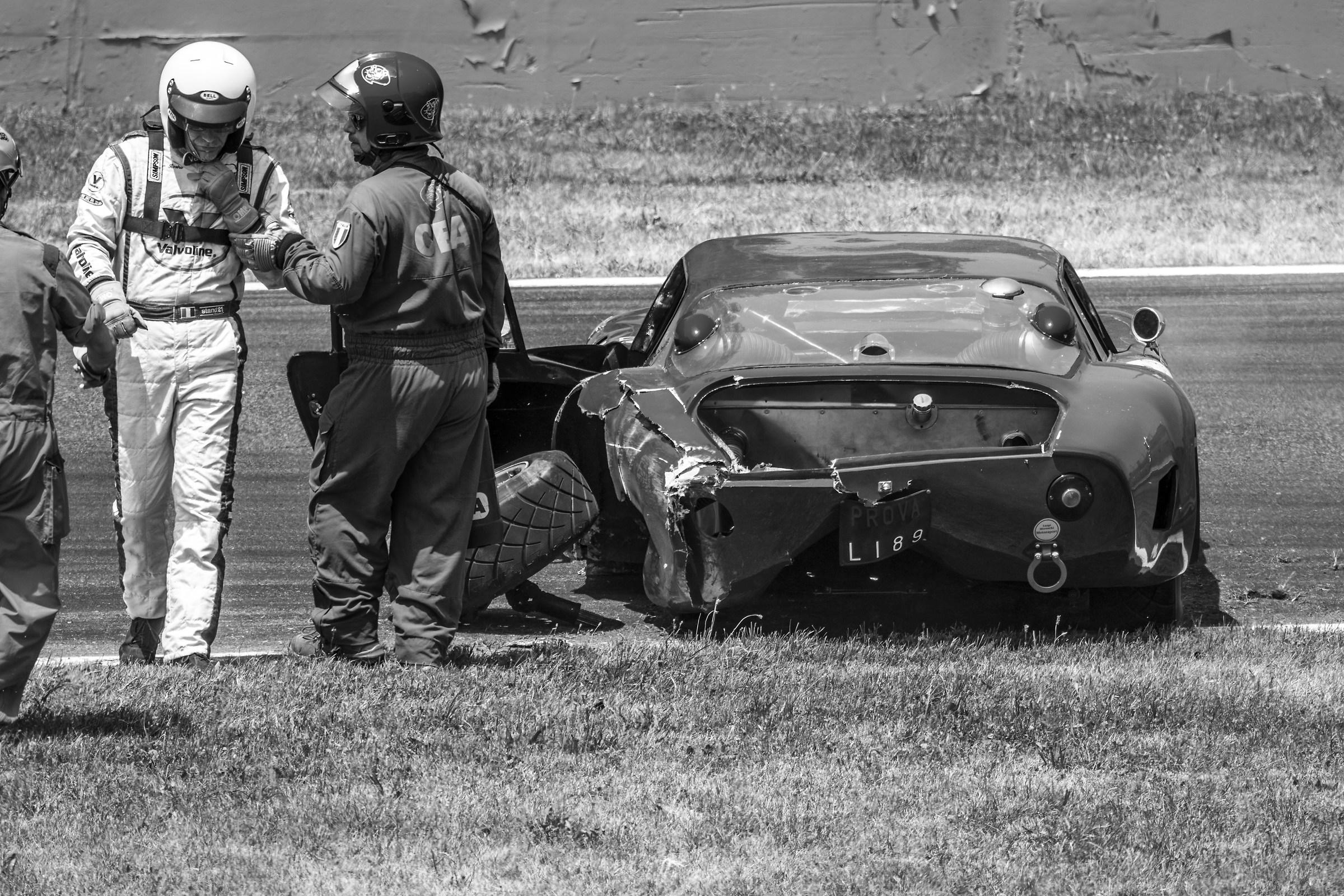 Bizzarrini 5300gt Crash road...
