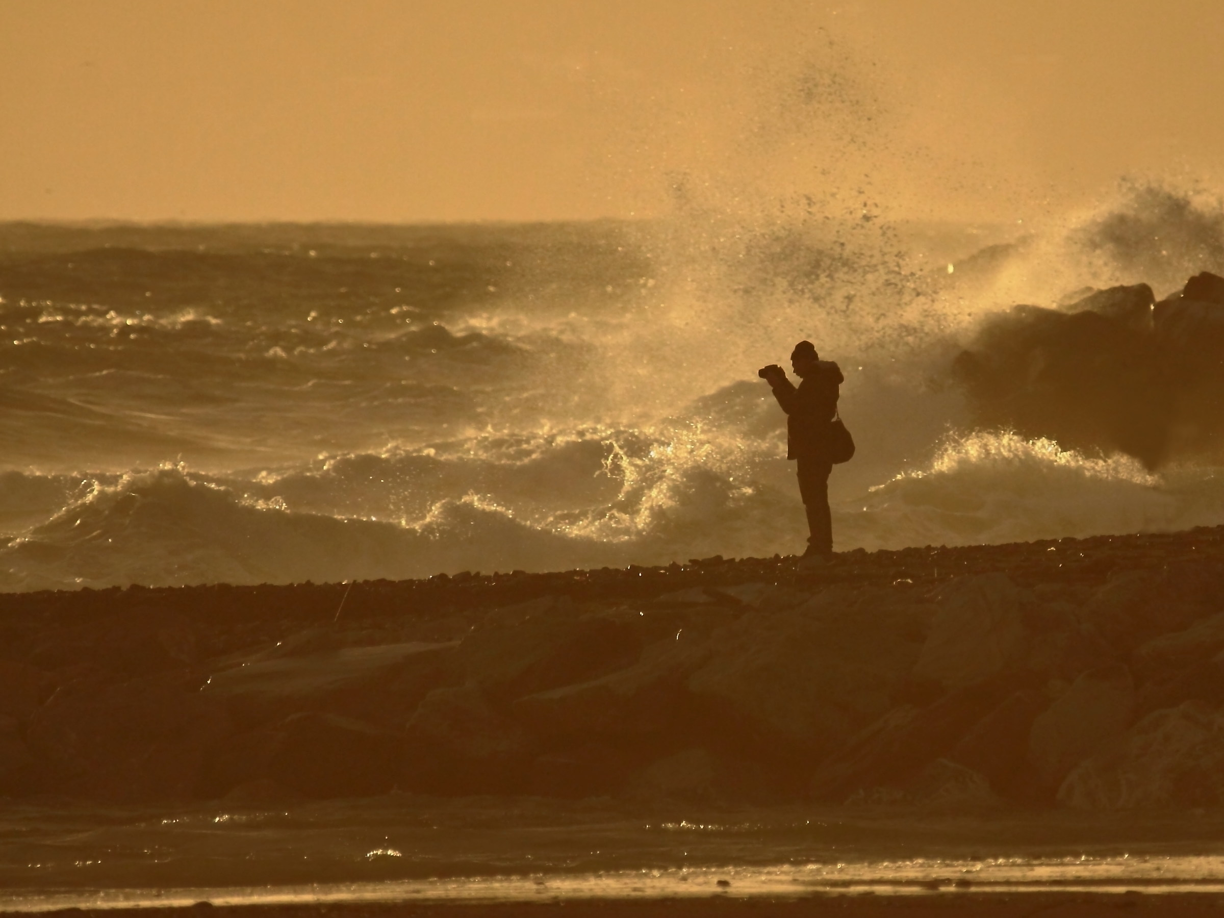 ... the photographer of the waves ......