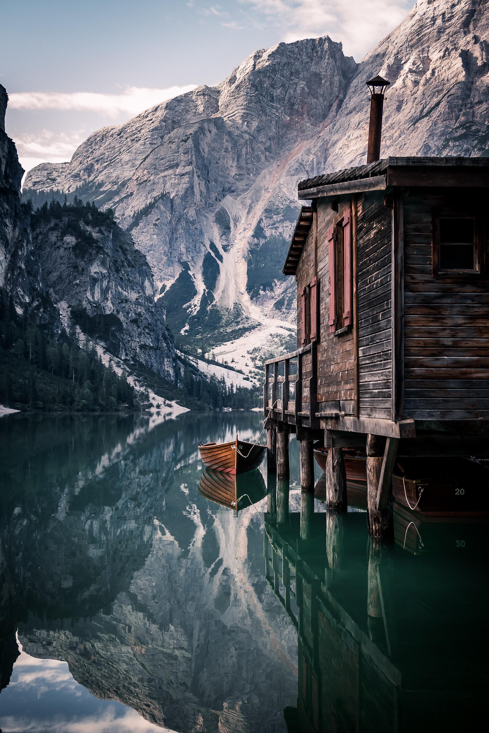 Alba al Lago di Braies...