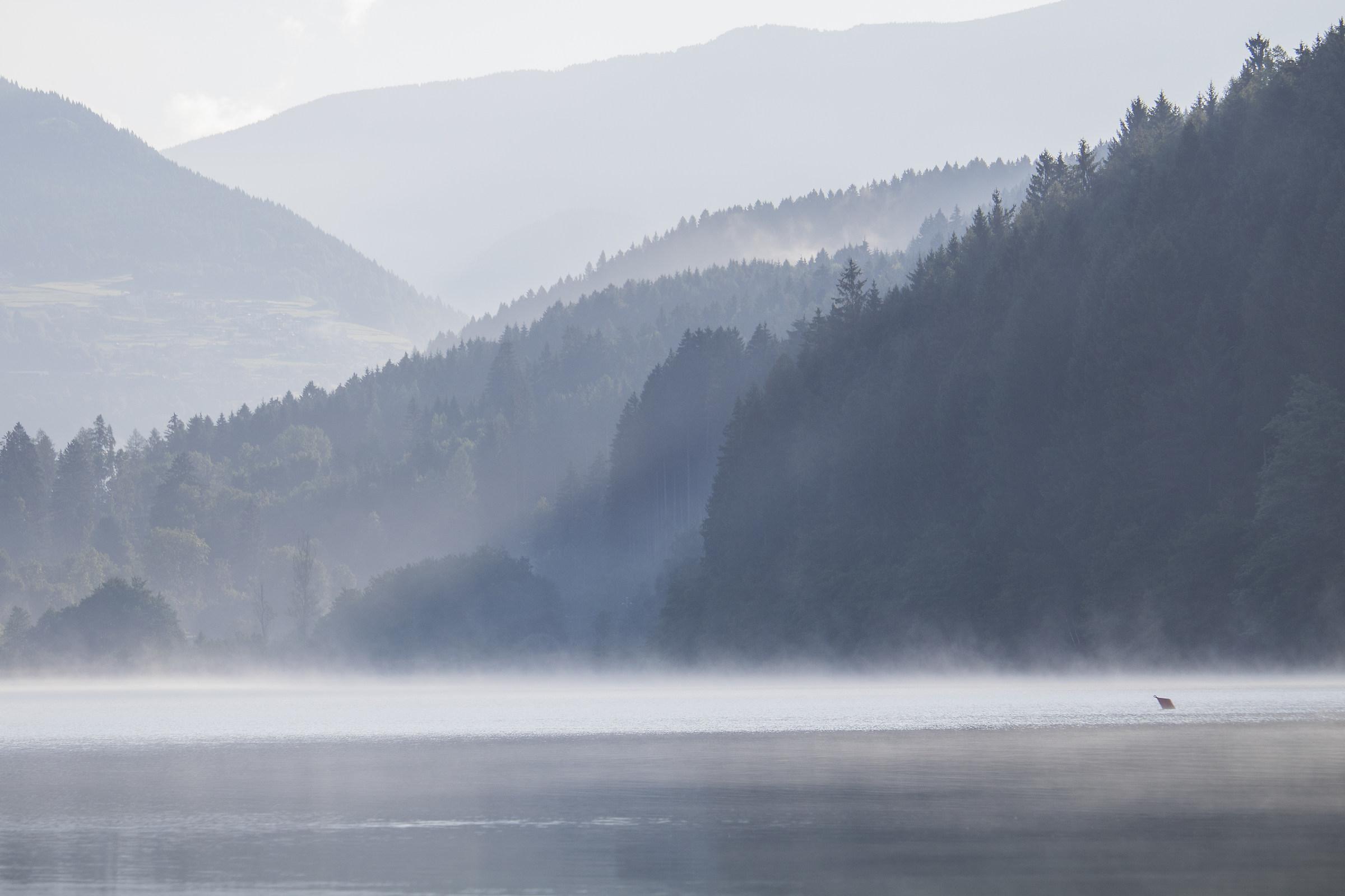 Alba al lago Serraia...