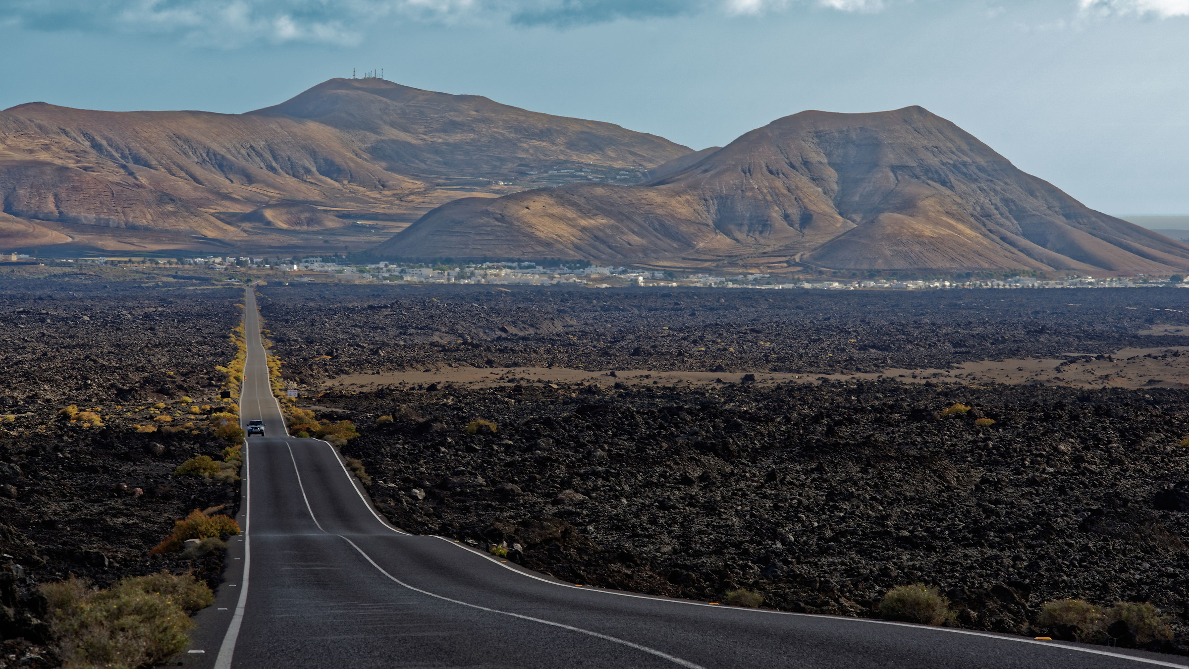 On the road to Timanfaya, Lazarote...