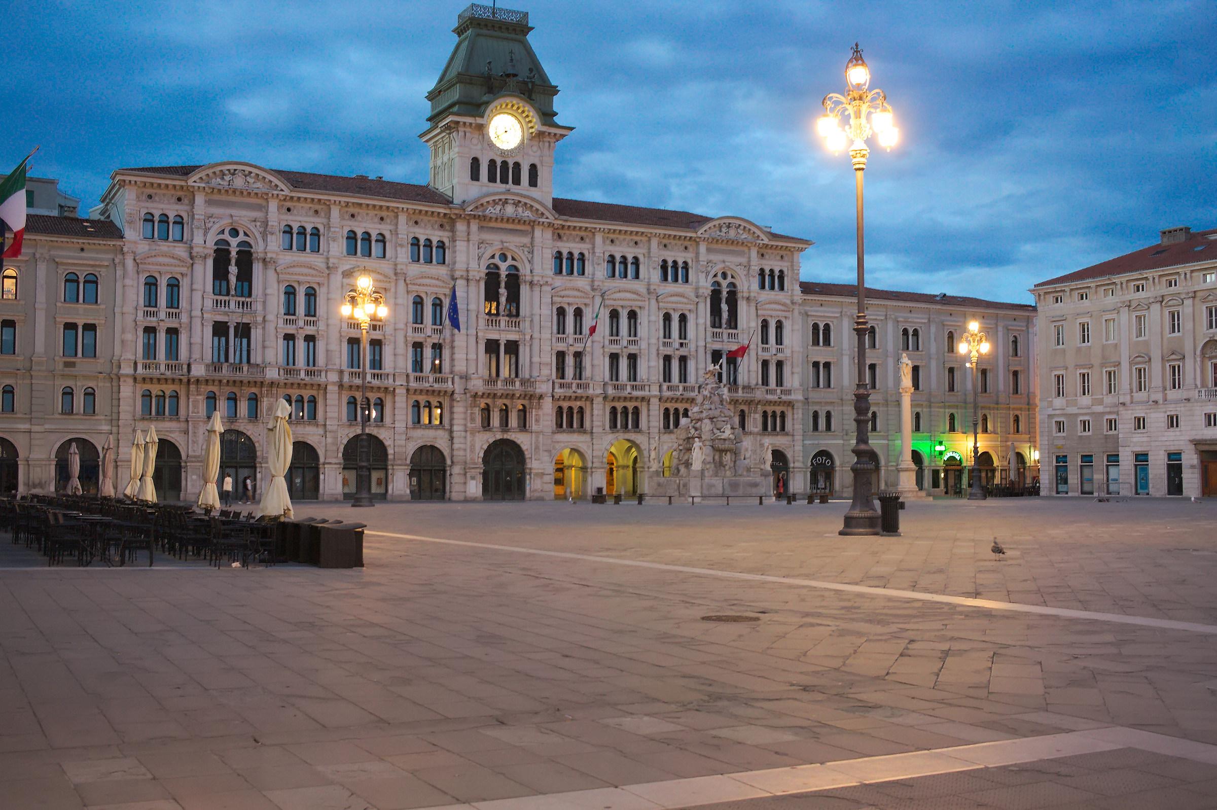 Piazza Unità d'Italia (Piazza Grande)...