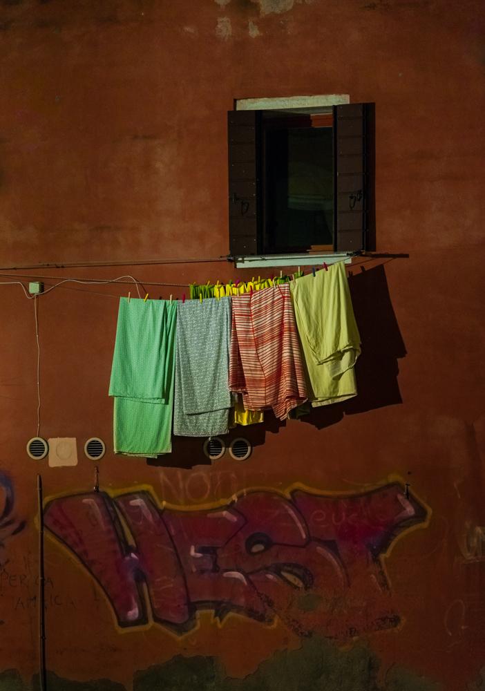 risposta veneziana ai graffiti (la guerra dei colori)...