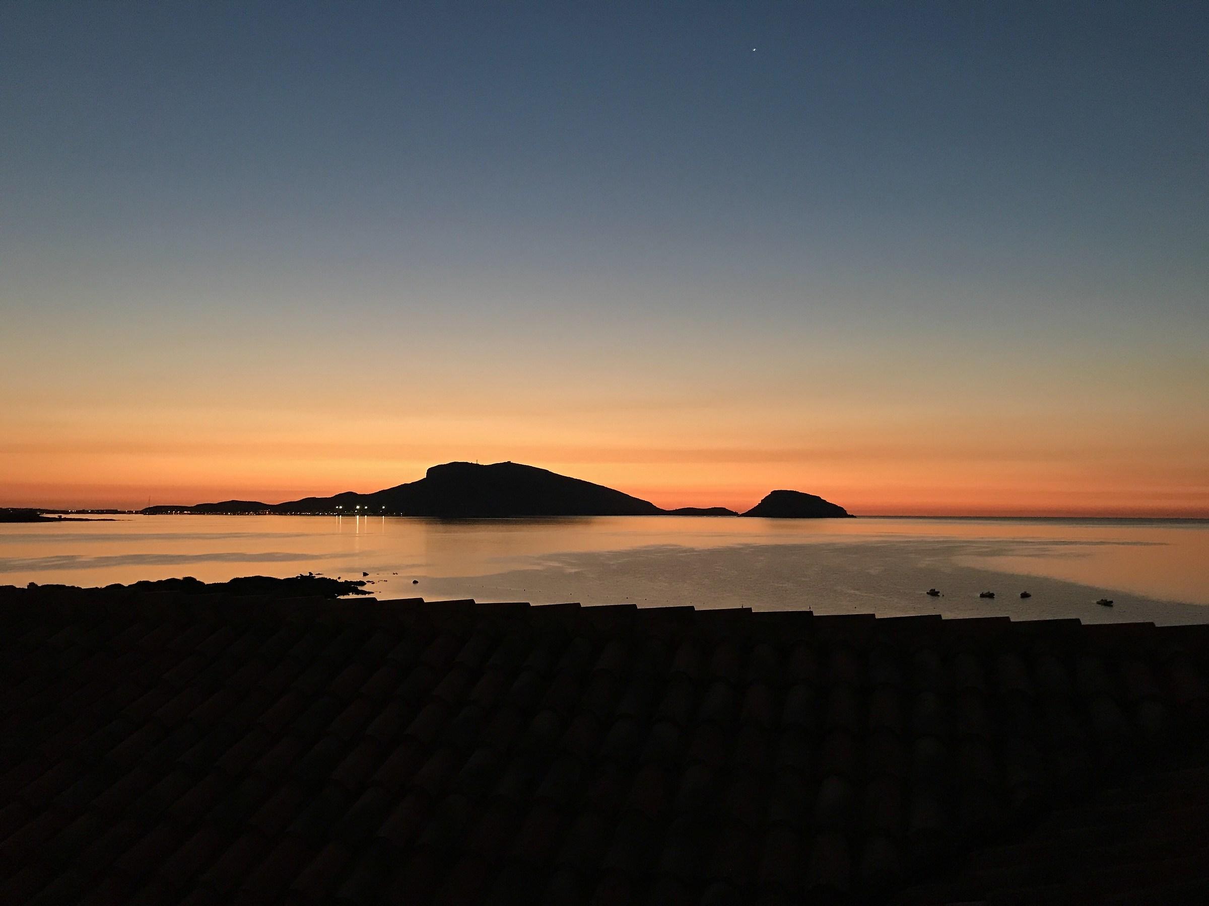 L'aurora a Golfo Aranci...
