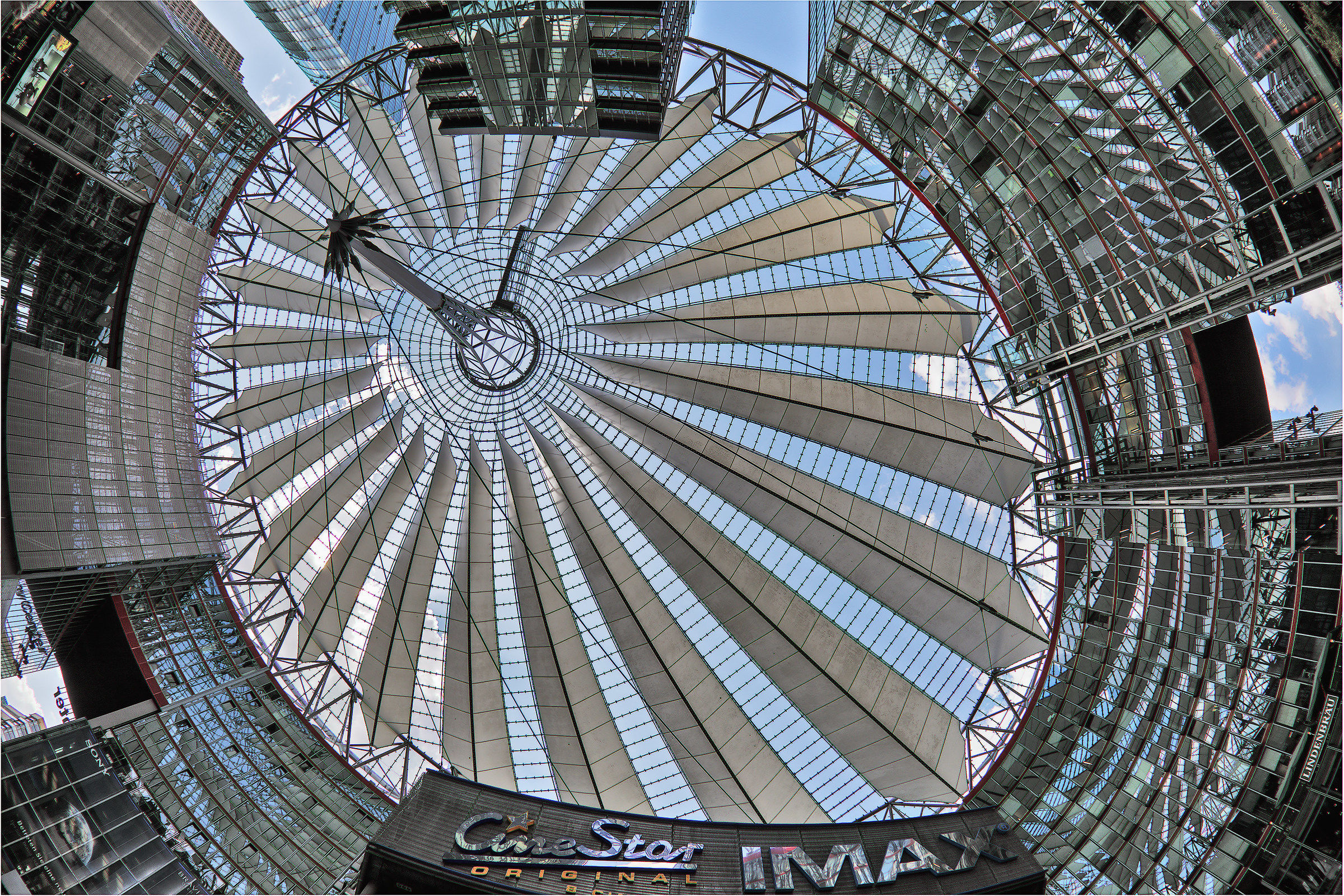 Berlin: Sony Center am Potzdamerplatz...