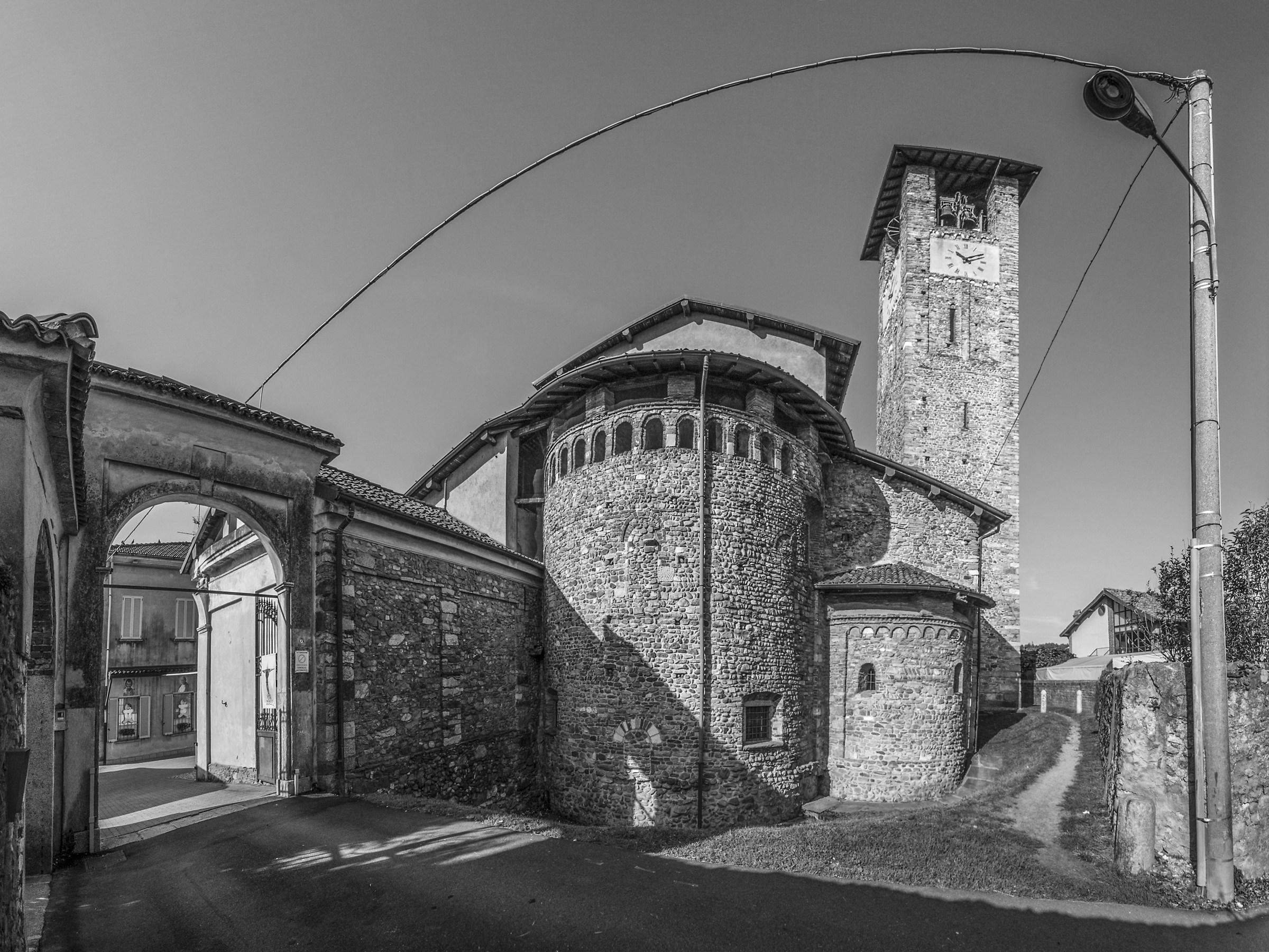 Sesto Calende - Chiesa di S. Donato -Absidi e campanile...