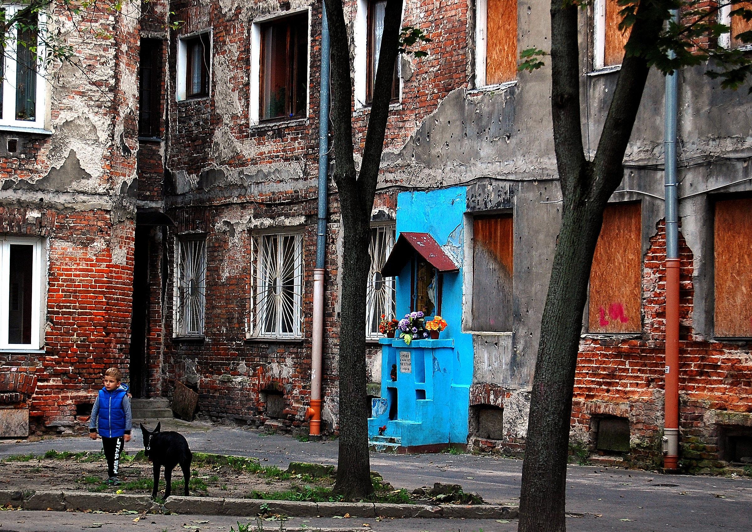 """Warsaw: hidden courtyards in the neighborhood """"Prague""""..."""