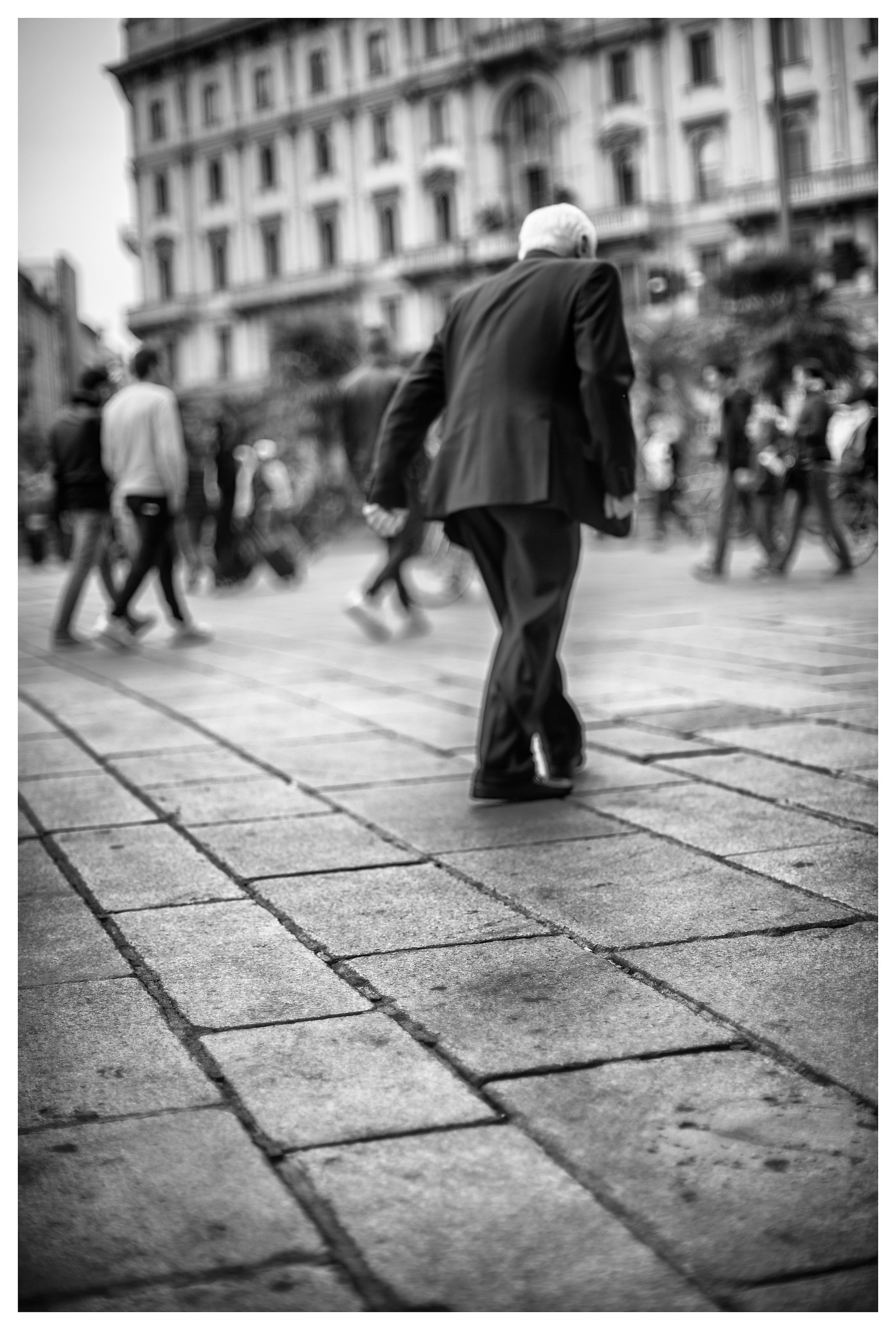 """""""slightly out of focus"""" (R.Capa)..."""