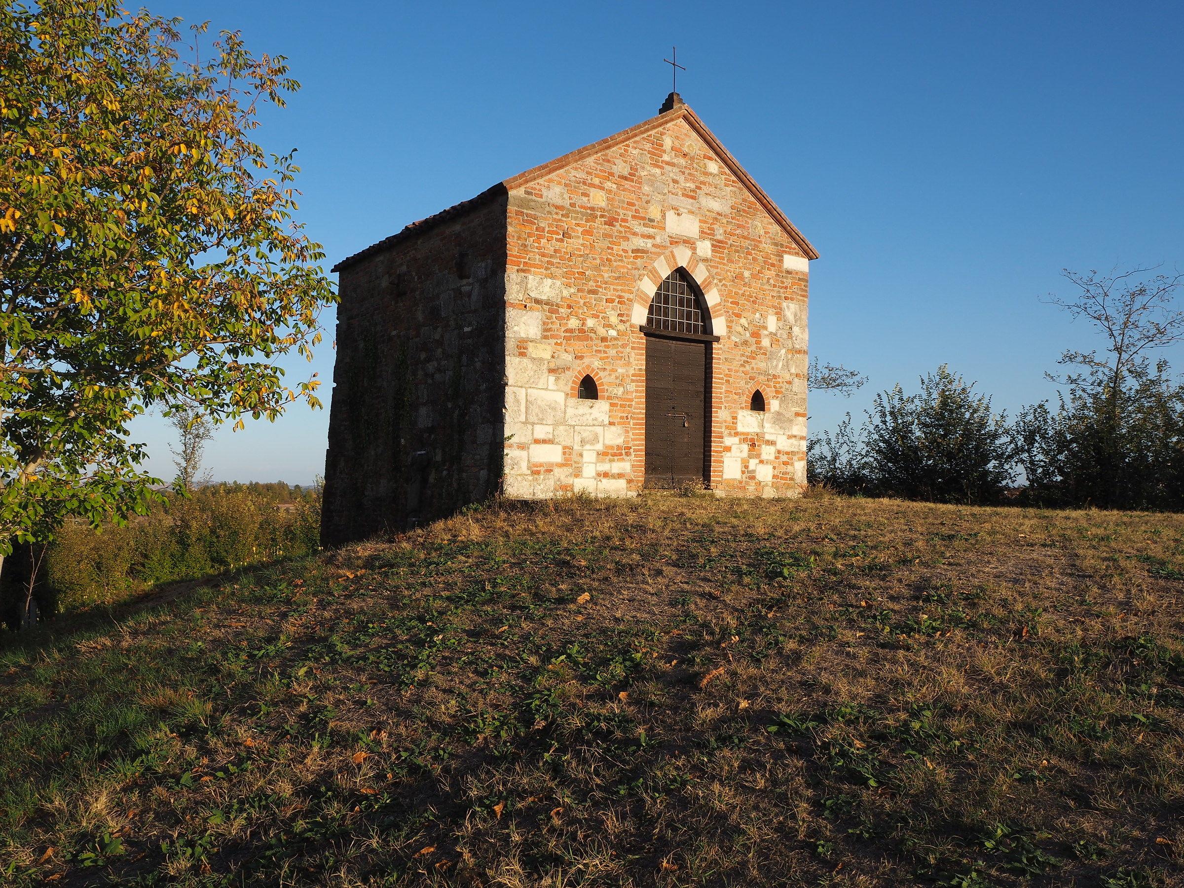 chiesetta romanica a Montechiaro d'Asti...