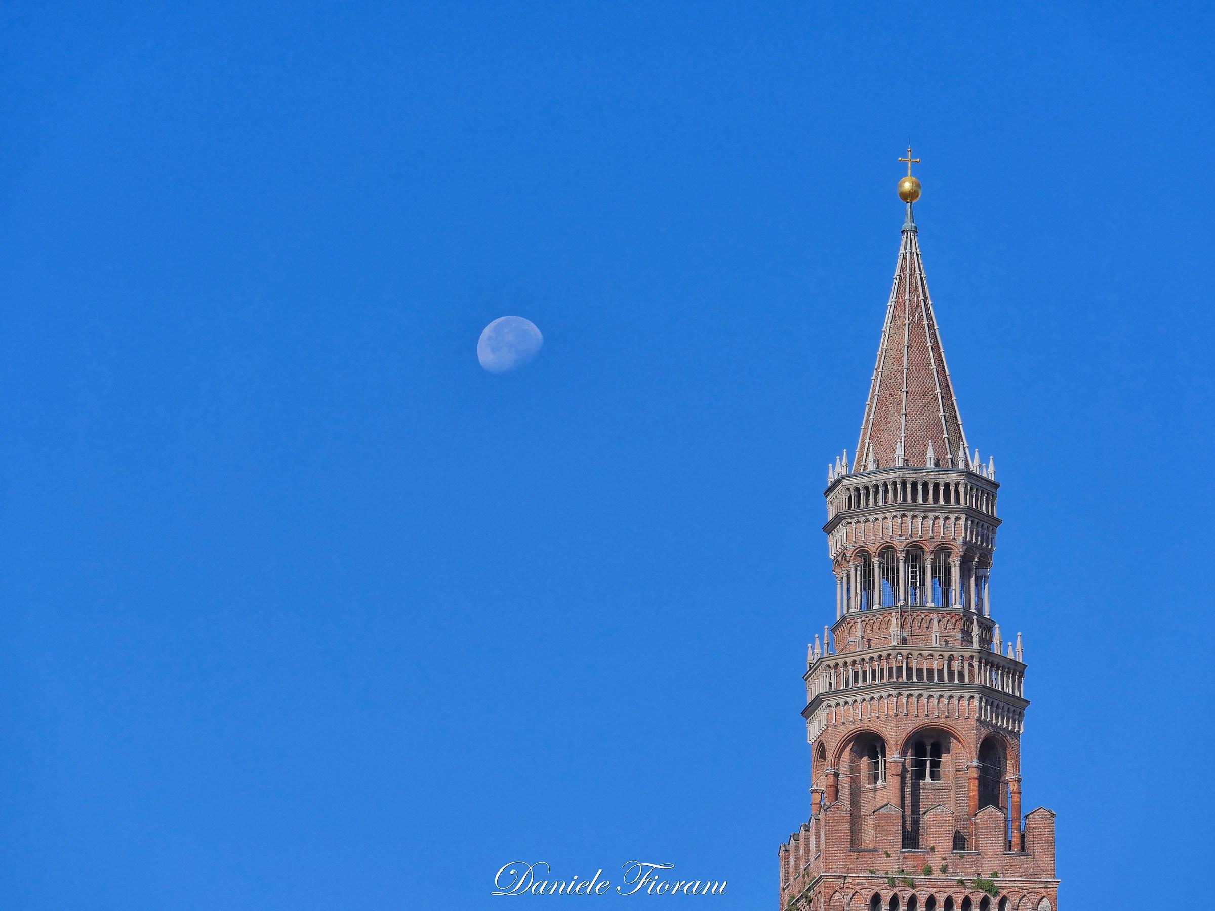 Cremona: il torrazzo e la luna...