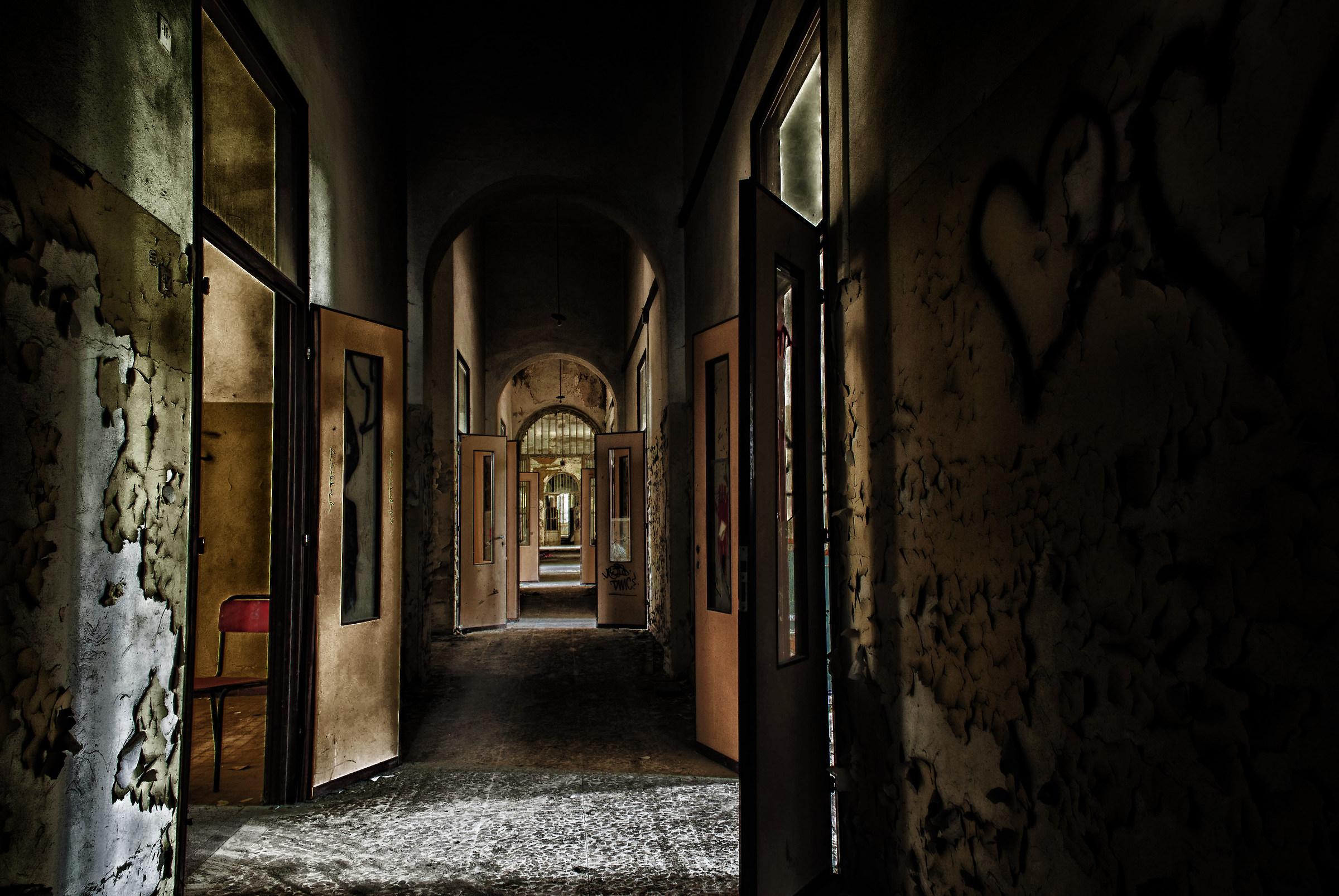 Vacuum to lose. Ex Manicomio Volterra...