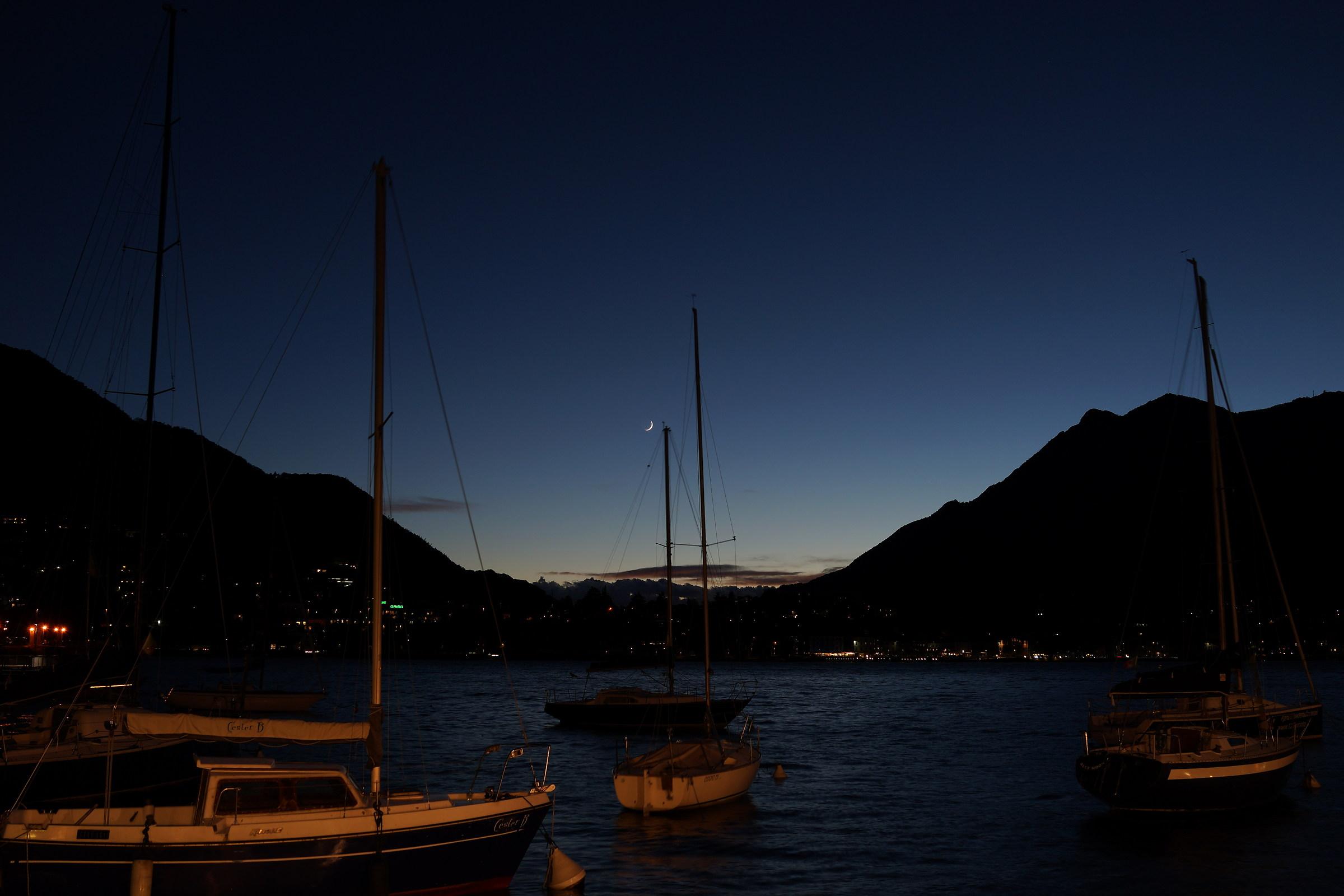 lago di Lecco, tramonto con barche...